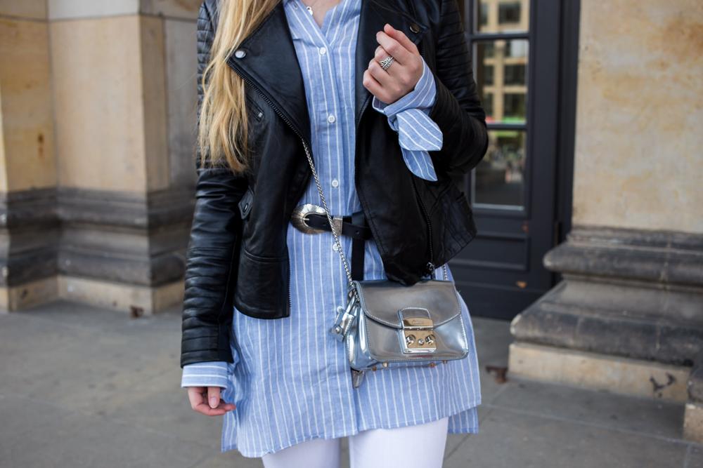 Streifen-Bluse Schleifen-Ärmel Edited Lederjacke Furla Metropolis silber Outfit Frühling Streetstyle Berlin Fashionblog 91