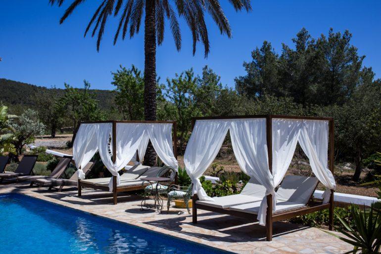 Ibiza Villa Typico San Miguel Traumvilla OneVillasIbiza Pool Poolliegen Travelblog