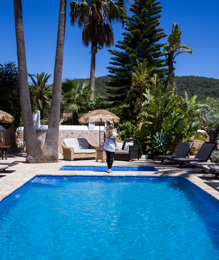 Ibiza Villa Typico San Miguel Traumvilla OneVillasIbiza Pool Travelblog Traumurlaub