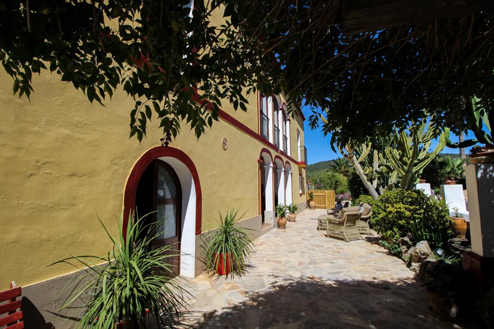 Ibiza Villa Typico San Miguel Traumvilla OneVillasIbiza Schlafzimmer Aussicht Travelblog Ibiza Finca 3