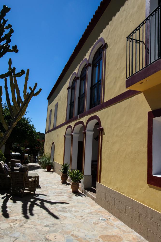 Ibiza Villa Typico San Miguel Traumvilla OneVillasIbiza Schlafzimmer Aussicht Travelblog Ibiza Finca 4