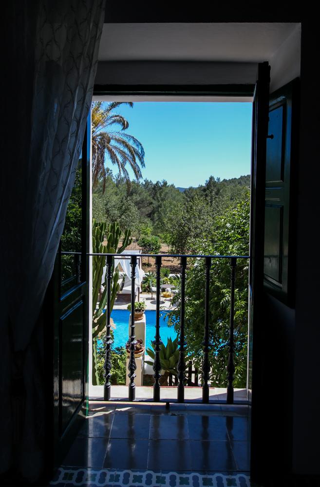 Ibiza Villa Typico San Miguel Traumvilla OneVillasIbiza Schlafzimmer Aussicht Travelblog Ibiza