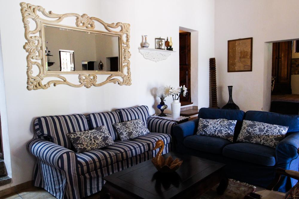Ibiza Villa Typico San Miguel Traumvilla OneVillasIbiza Wohnzimmer Travelblogger