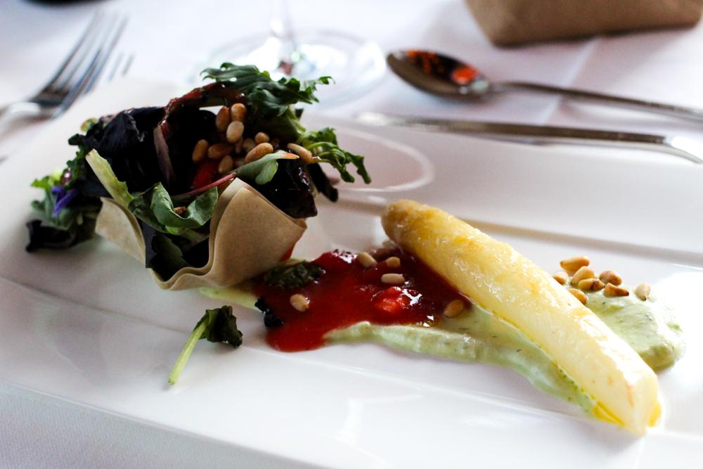 Kuschelhotel Gams Bezau Österreich 5 Gänge Dinner Spargel Salat Romantikhotel Wellnesshotel Reiseblogger