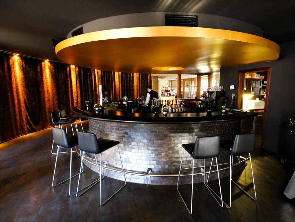 Kuschelhotel Gams Bezau Österreich Bar Drinks Romantik hotel Wellnesshotel Reiseblogger