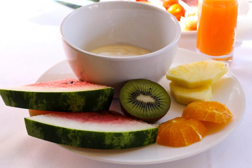 Kuschelhotel Gams Bezau Österreich Frühstück Obstteller Romantikhotel Wellnesshotel Reiseblogger