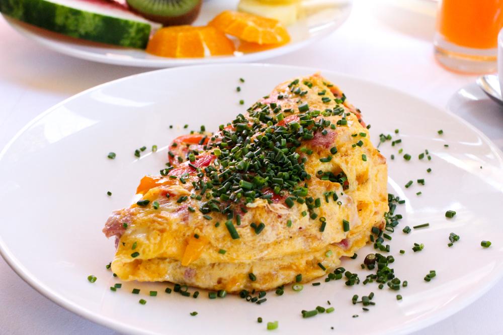 Kuschelhotel Gams Bezau Österreich Frühstück Omelette Romantikhotel Wellnesshotel Reiseblogger