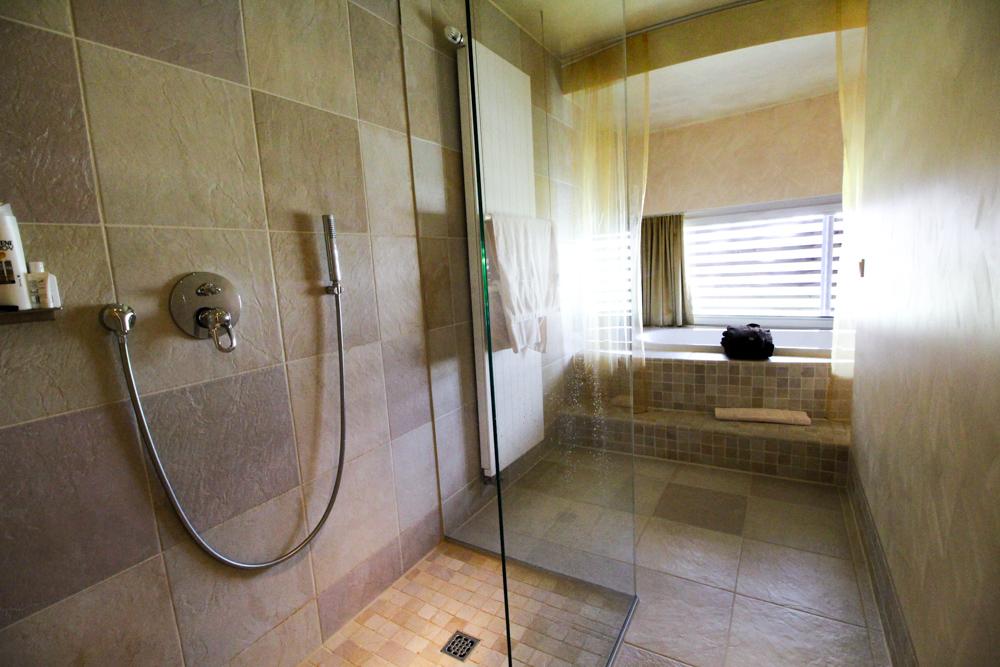 Kuschelhotel Gams Bezau Österreich Kuschelsuite Badezimmer Whirlpool Romantik hotel Wellnesshotel Reiseblogger
