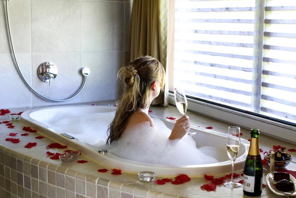 Kuschelhotel Gams Bezau Österreich Kuschelsuite Whirlpool Romantikhotel Wellnesshotel Reiseblogger