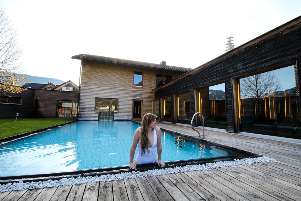 Kuschelhotel Gams Bezau Österreich Wellnessbereich beheizter Außenpool Romantikhotel Wellnesshotel Reiseblogger
