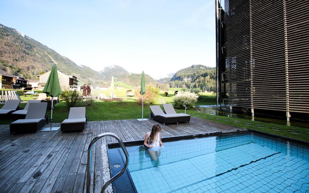 Kuschelhotel Gams Bezau Österreich beheizter Außenpool Berge Romantikhotel Wellnesshotel Reiseblogger