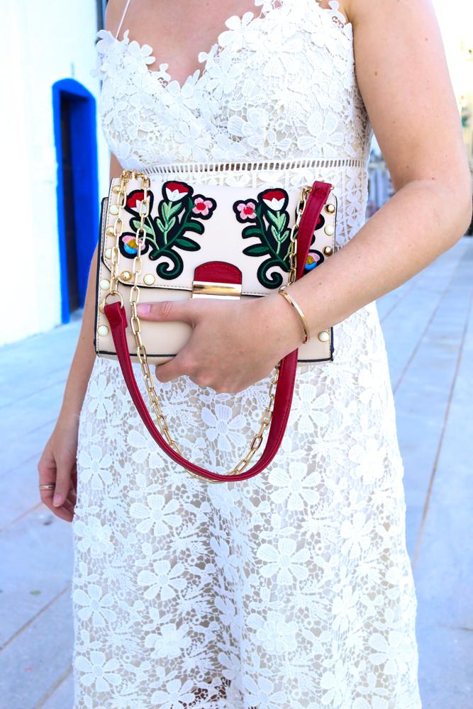 Stradivarius Handtasche Stickereien Ibiza Outfit Ibiza Style weißes Spitzenkleid Sandalen Emu Australia Fashion Blogger 3