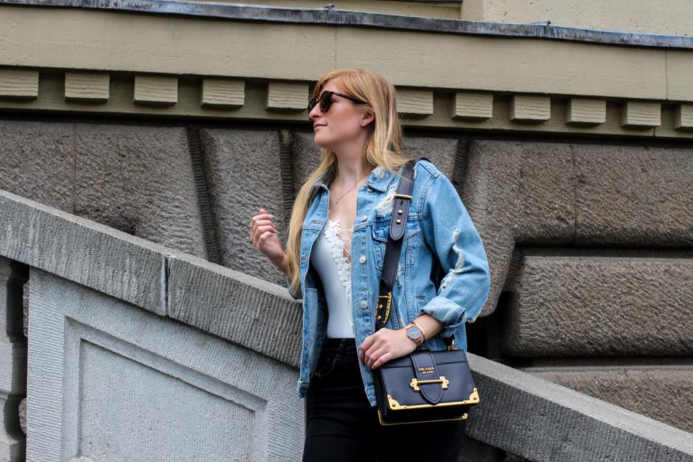 Zalando Spring Outfit Prada Cahier Bag Zerrissene Jeansjacke Oversized Streetstyle Look Fashion Blogger Köln 91