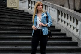 Zalando Spring Outfit Weißer V-Ausschnitt Body Zerrissene Jeansjacke Oversized Streetstyle Look Blogger Köln