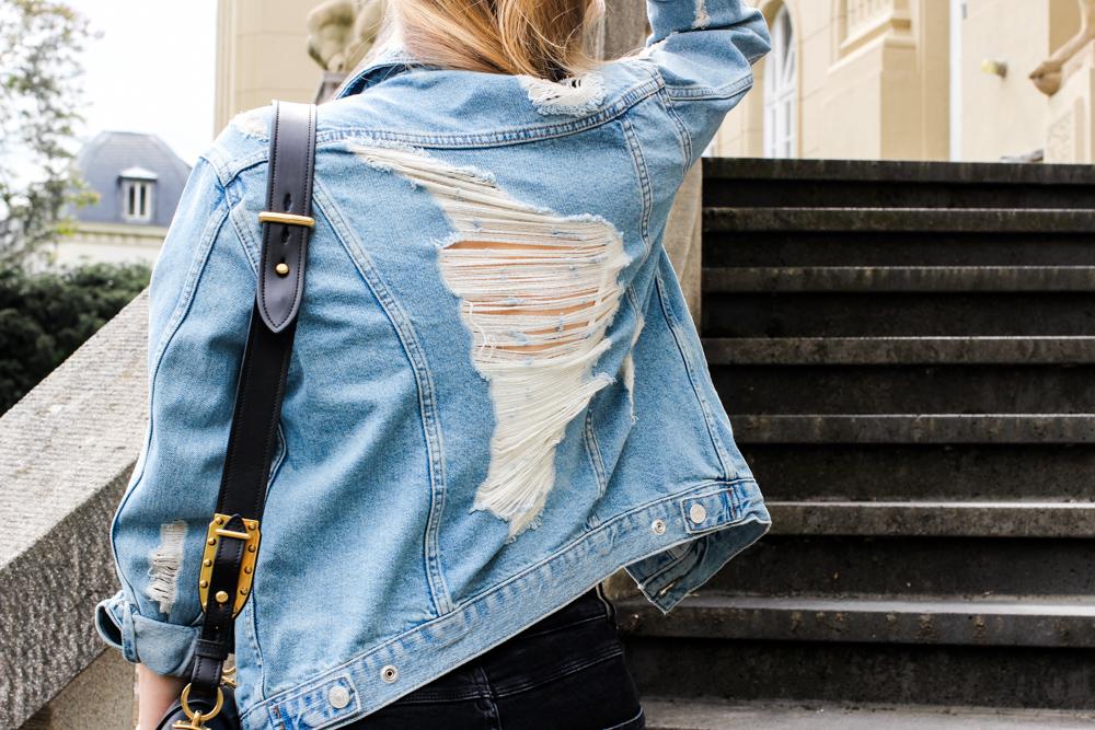 Zalando spring outfit wei er v ausschnitt body zerrissene jeansjacke brinisfashionbook - Jeansjacke damen oversize ...