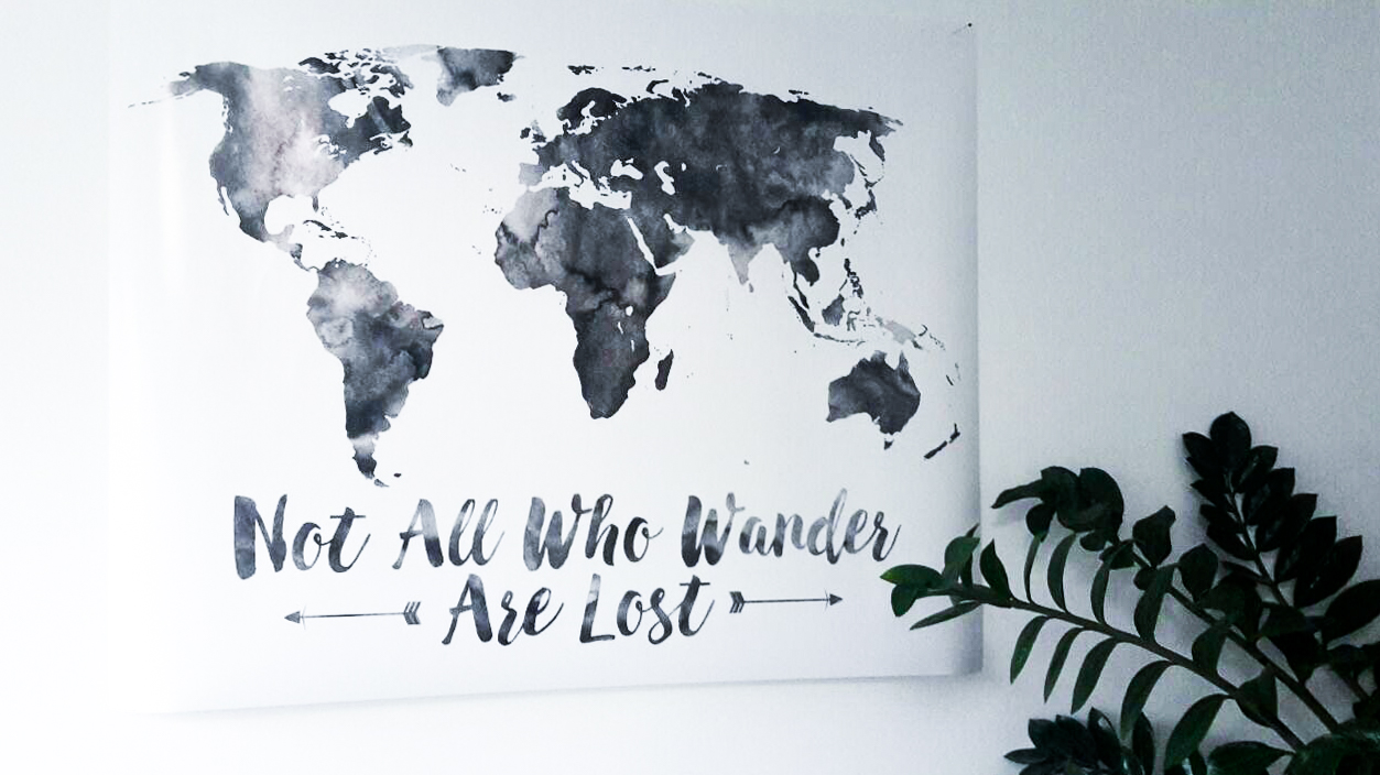 Interior Tipp Wohnung Poster Leinwand Weltkarte Not all who wander are lost Posterlounge