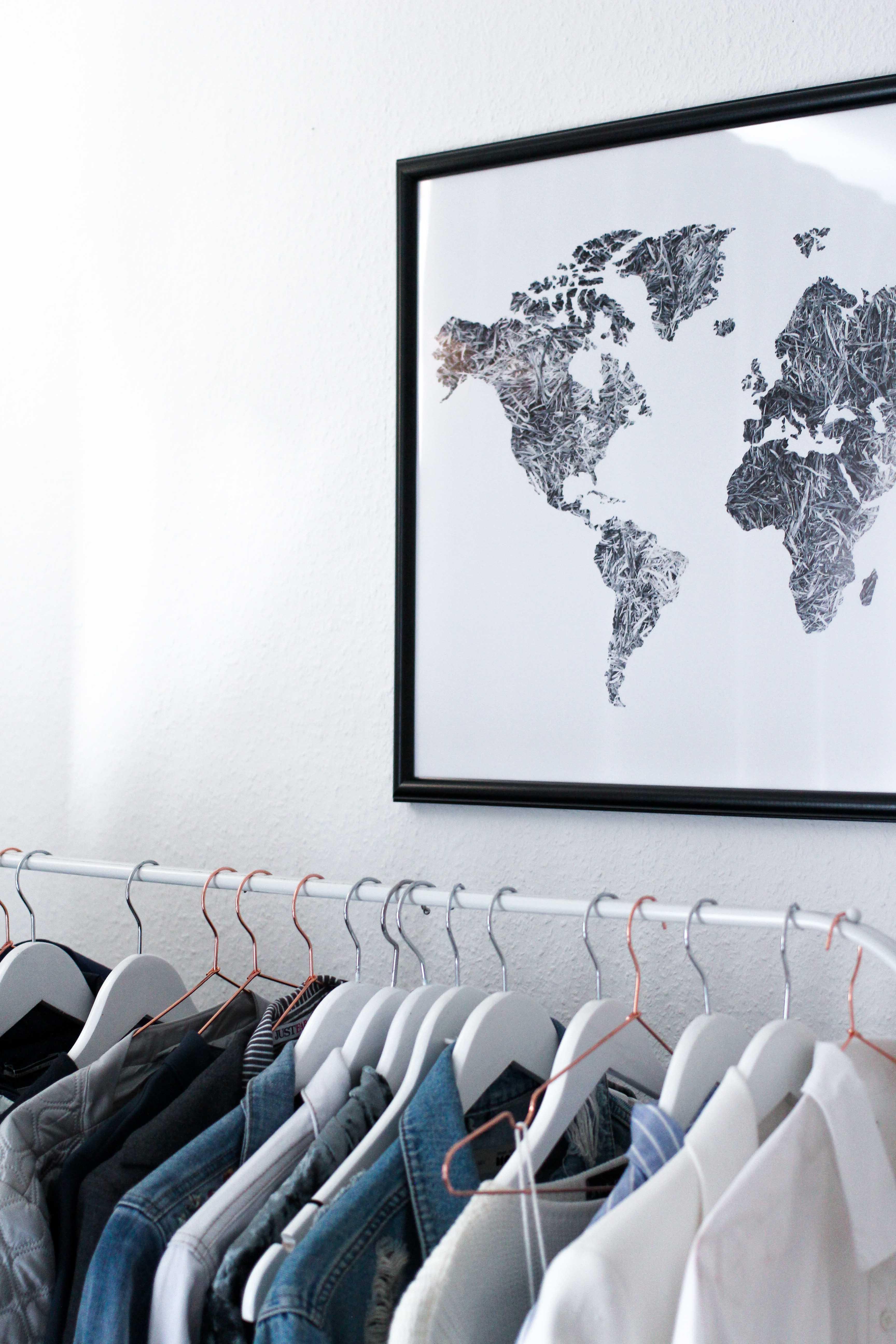 Interior Tipp Wohnung Poster Weltkarte Kleiderstange Ankleidezimmer Blogger Posterlounge 2
