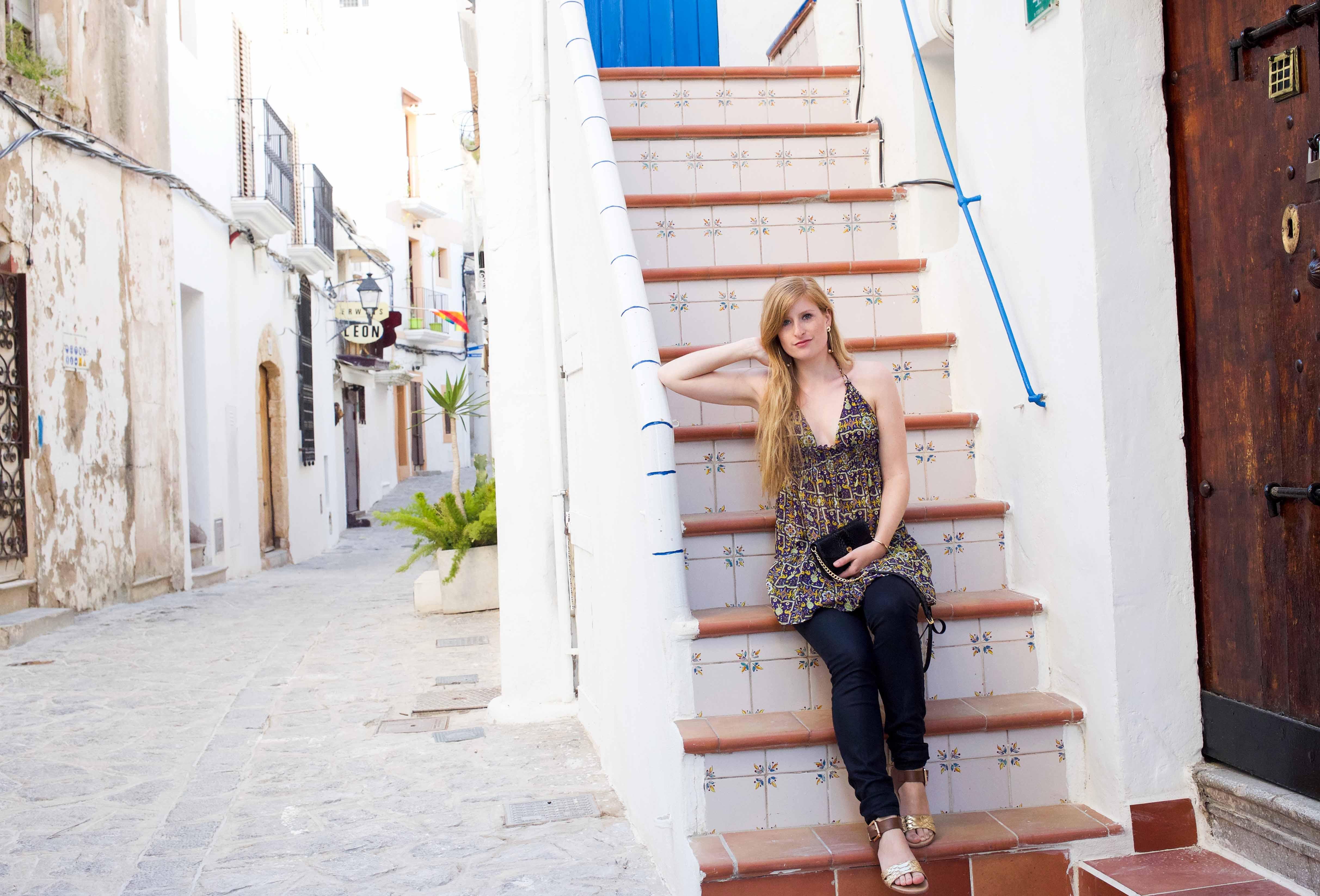 Luftiges buntes Oberteil Asos schwarze Skinny Jeans Frühlingsoutfit Ibiza Modeblogger Deutschland 6
