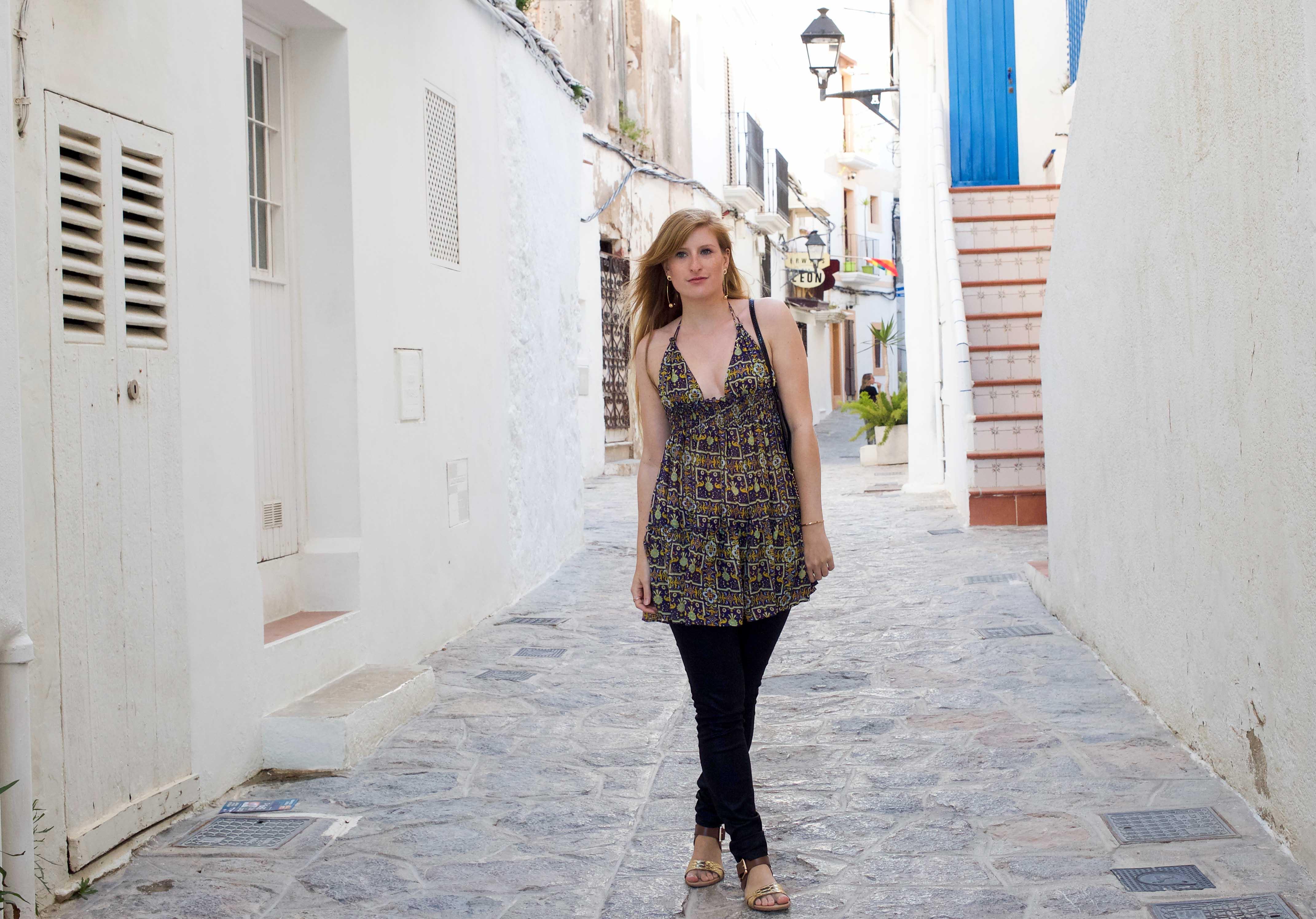 Luftiges buntes Oberteil Asos schwarze Skinny Jeans Frühlingsoutfit Ibiza Modeblogger Deutschland 91