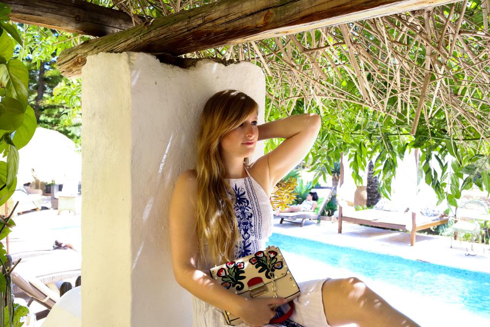 Sommeroutfit Ibiza Rückenfreies Sommerkleid Boho Stil Modeblogger Ibiza Villa 2