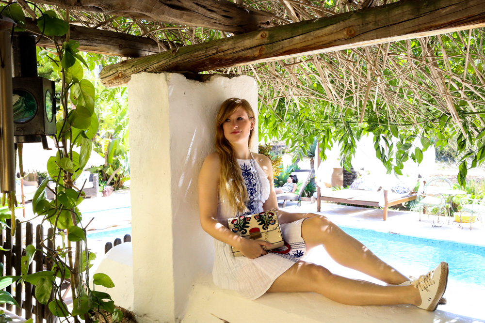 Sommeroutfit Ibiza Rückenfreies Sommerkleid Boho Stil Modeblogger Ibiza Villa