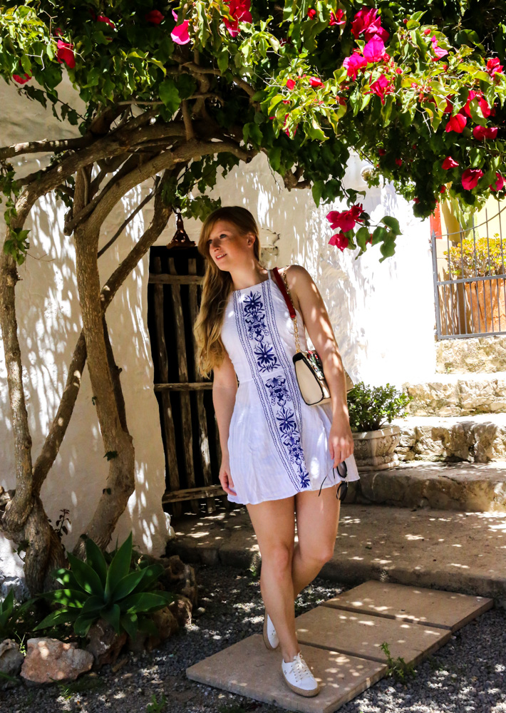 Sommeroutfit Ibiza Rückenfreies Sommerkleid Boho Stil Modeblogger Ibiza Villa 4