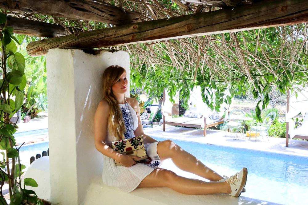 Sommeroutfit Ibiza Rückenfreies Sommerkleid Boho Stil Modeblogger Ibiza Villa 6