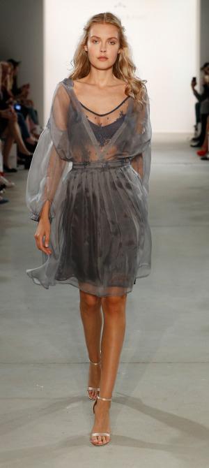 Ewa Herzog S18 Fashion Week Berlin 2018 Frühling Sommer Modeblog Sommertrend 2018 Spitzenkleid Transparenz 2