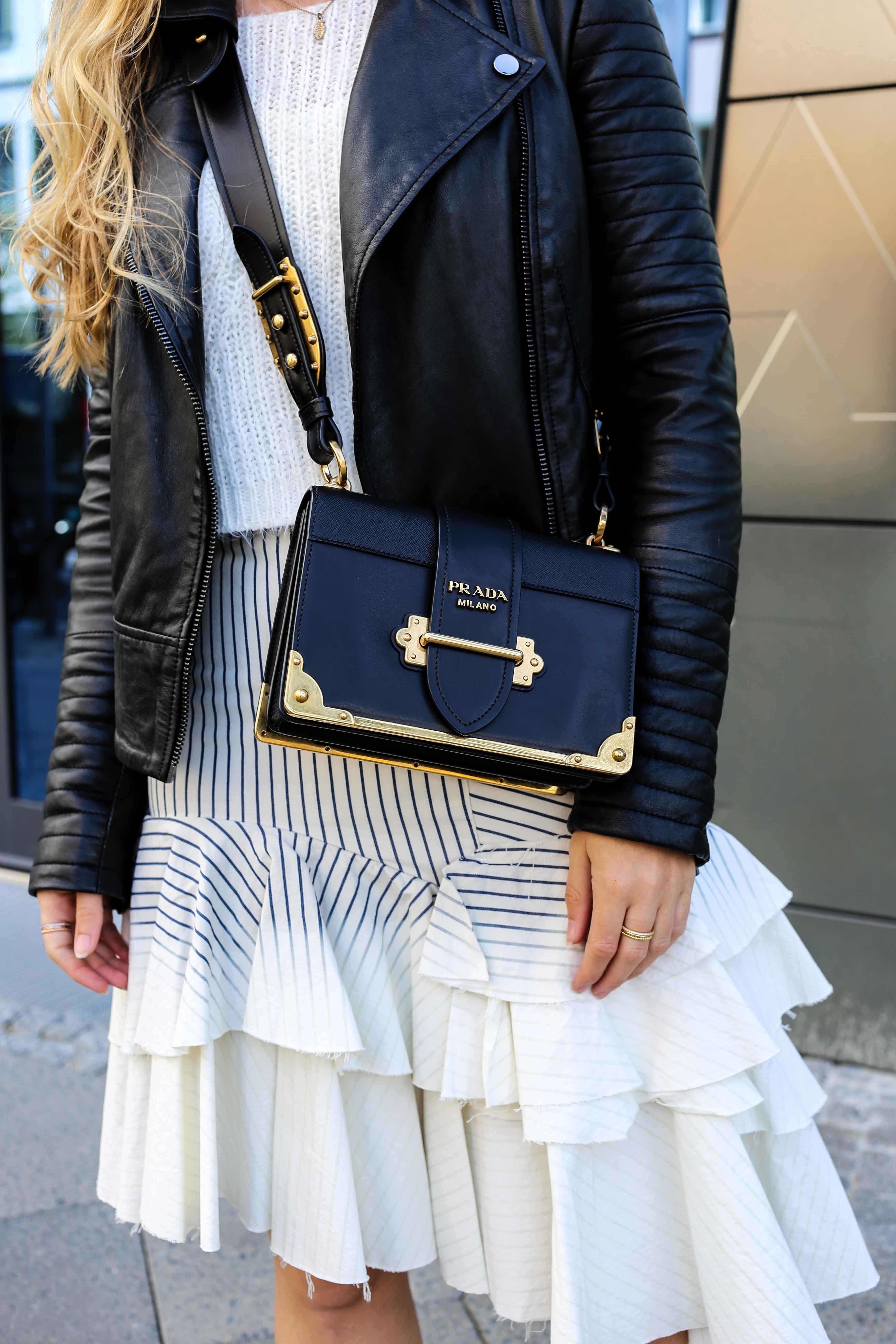 Fashion Week Outfit Berlin Asymmetrischer Jeansrock Streifen Zara Crop Top Mules Lederjacke Streetstyle Modeblog 91