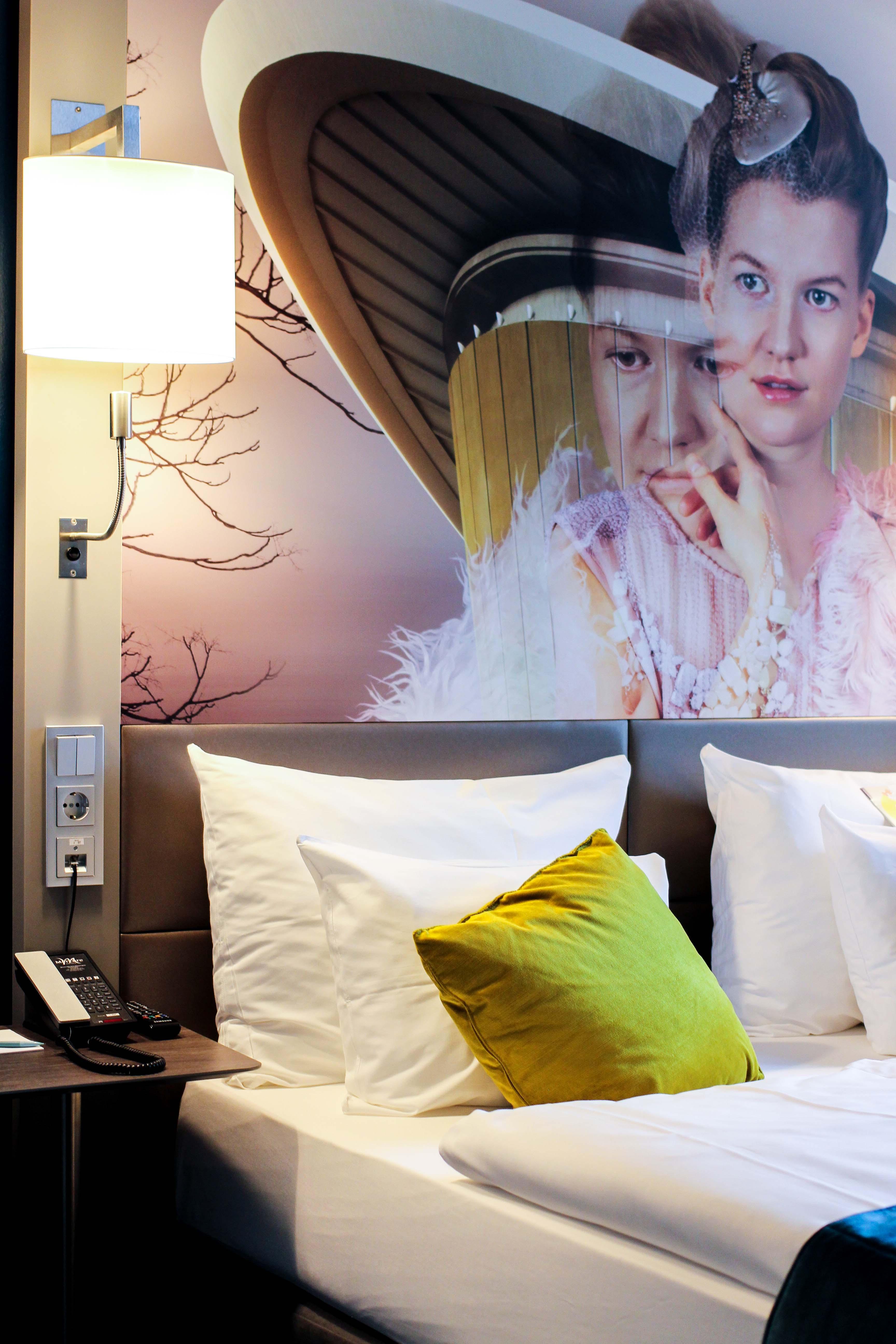 Mein Hotel zur Fashion Week Mercure Hotel Berlin Wittenbergplatz Berlins Trend-Hotel Modeblogger Zimmer Bett Fashion Bild