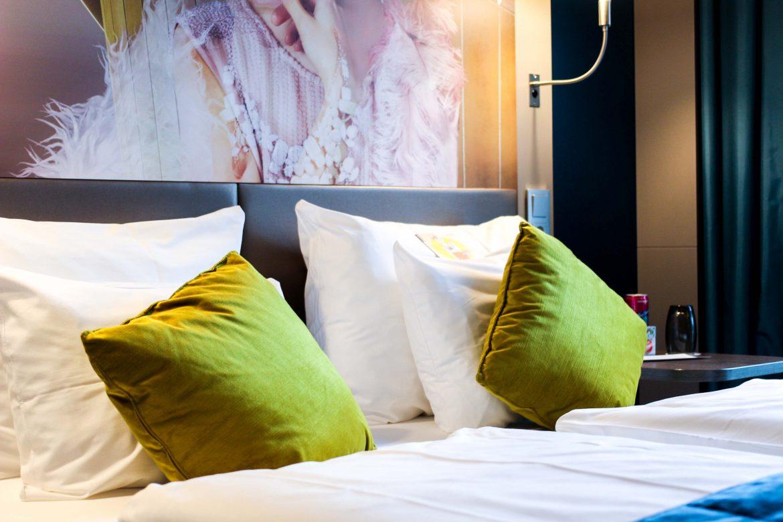 Mein Hotel zur Fashion Week Mercure Hotel Berlin Wittenbergplatz Berlins Trend-Hotel Modeblogger Zimmer Bett Room Goals 2
