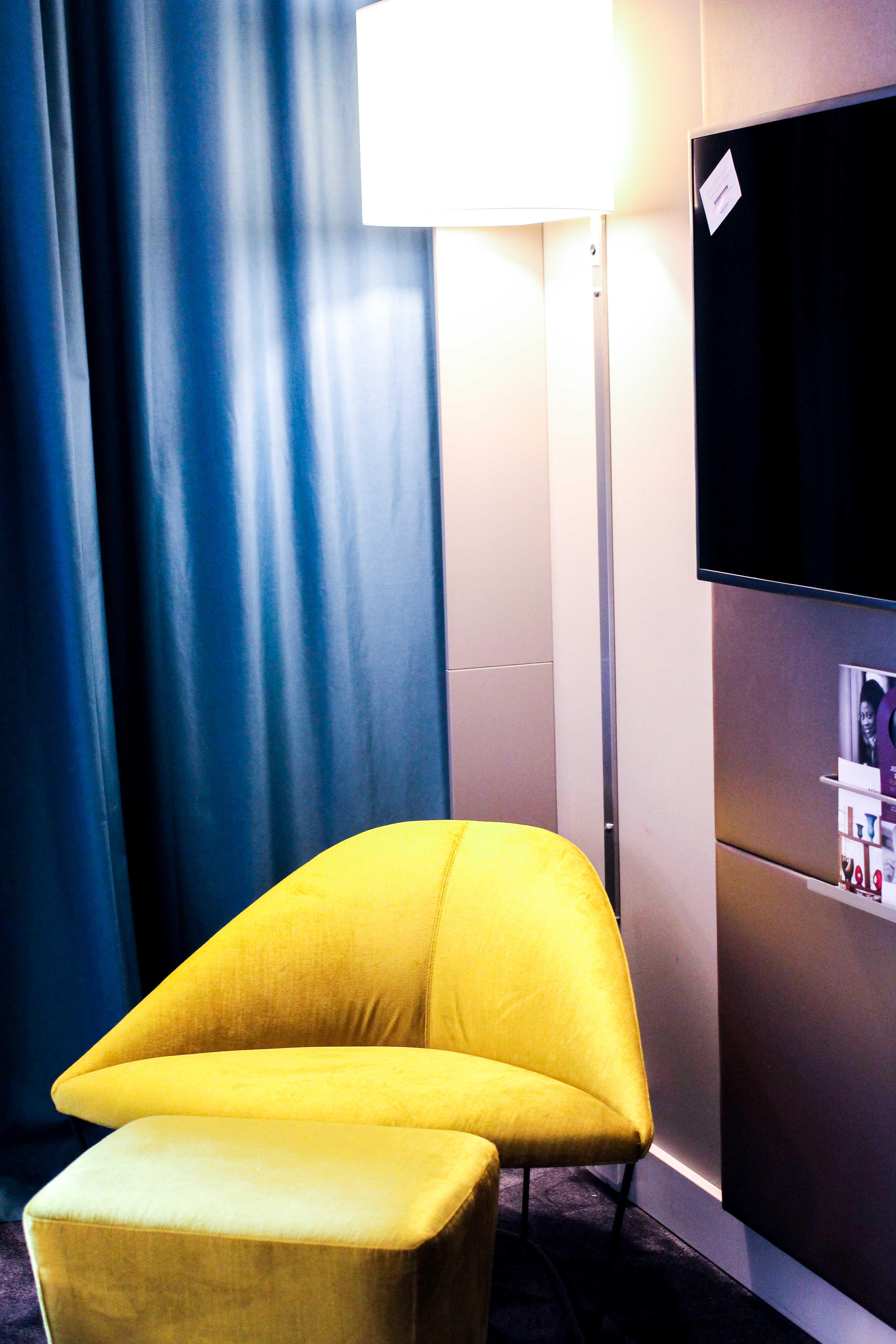 Mein Hotel zur Fashion Week Mercure Hotel Berlin Wittenbergplatz Berlins Trend-Hotel Modeblogger Zimmer Sitzecke