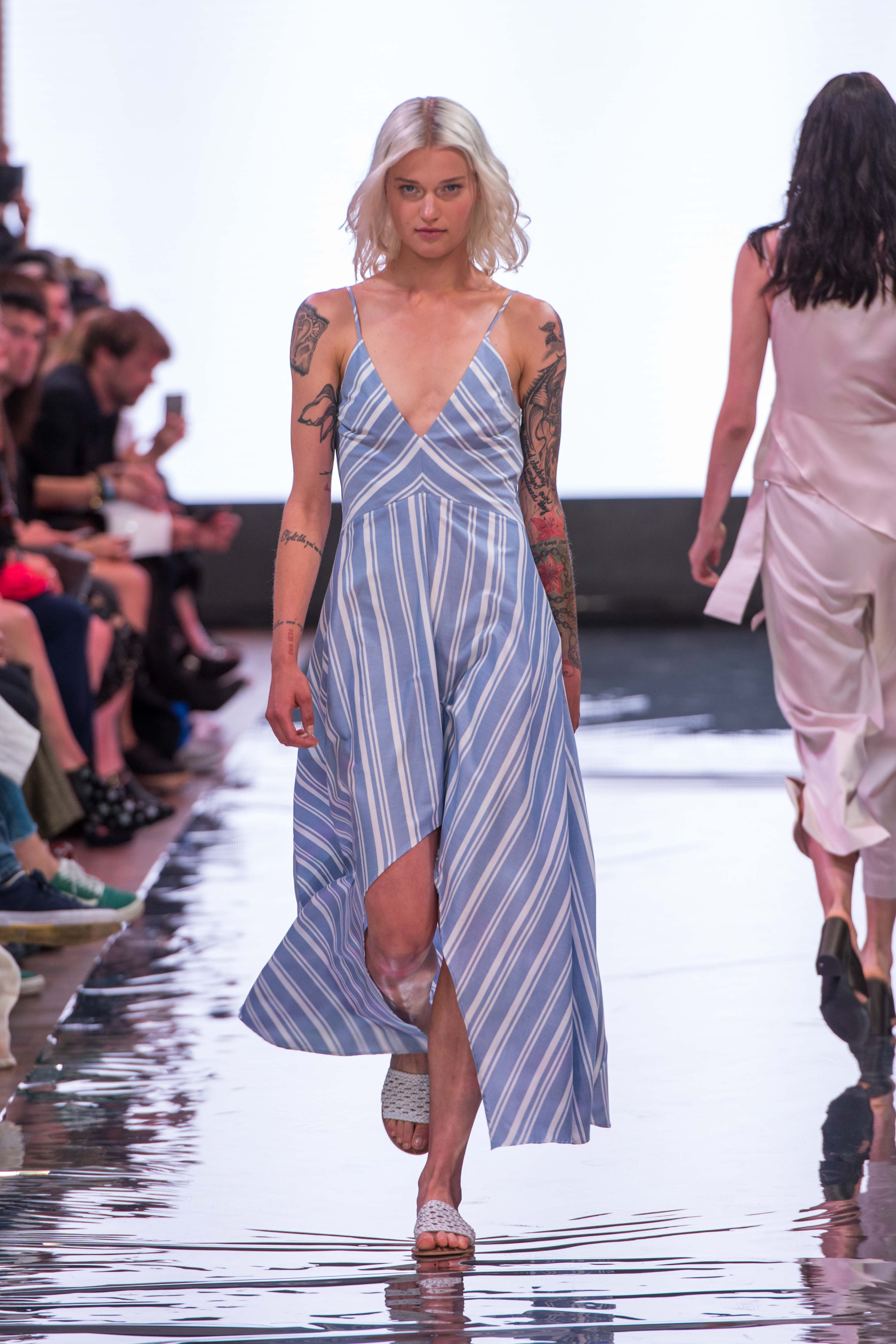 S18 Fashion Week Berlin 2018 Frühling Sommer Modeblog MYKKE HOFMANN Holy Ghost Sommertrend 2018 Streifen