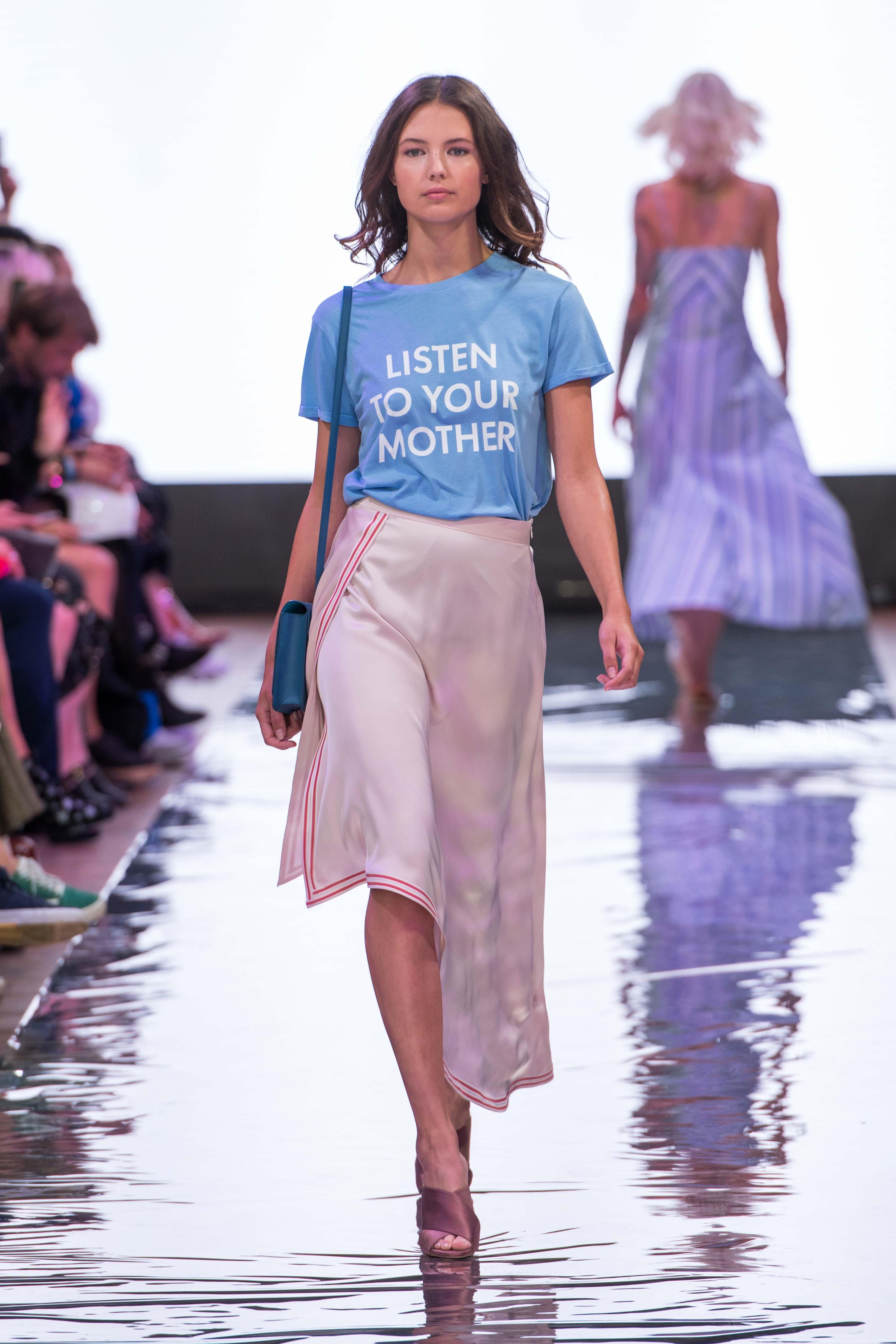 S18 Fashion Week Berlin 2018 Frühling Sommer Modeblog MYKKE HOFMANN Holy Ghost Sommertrend 2018 Statement Shirt