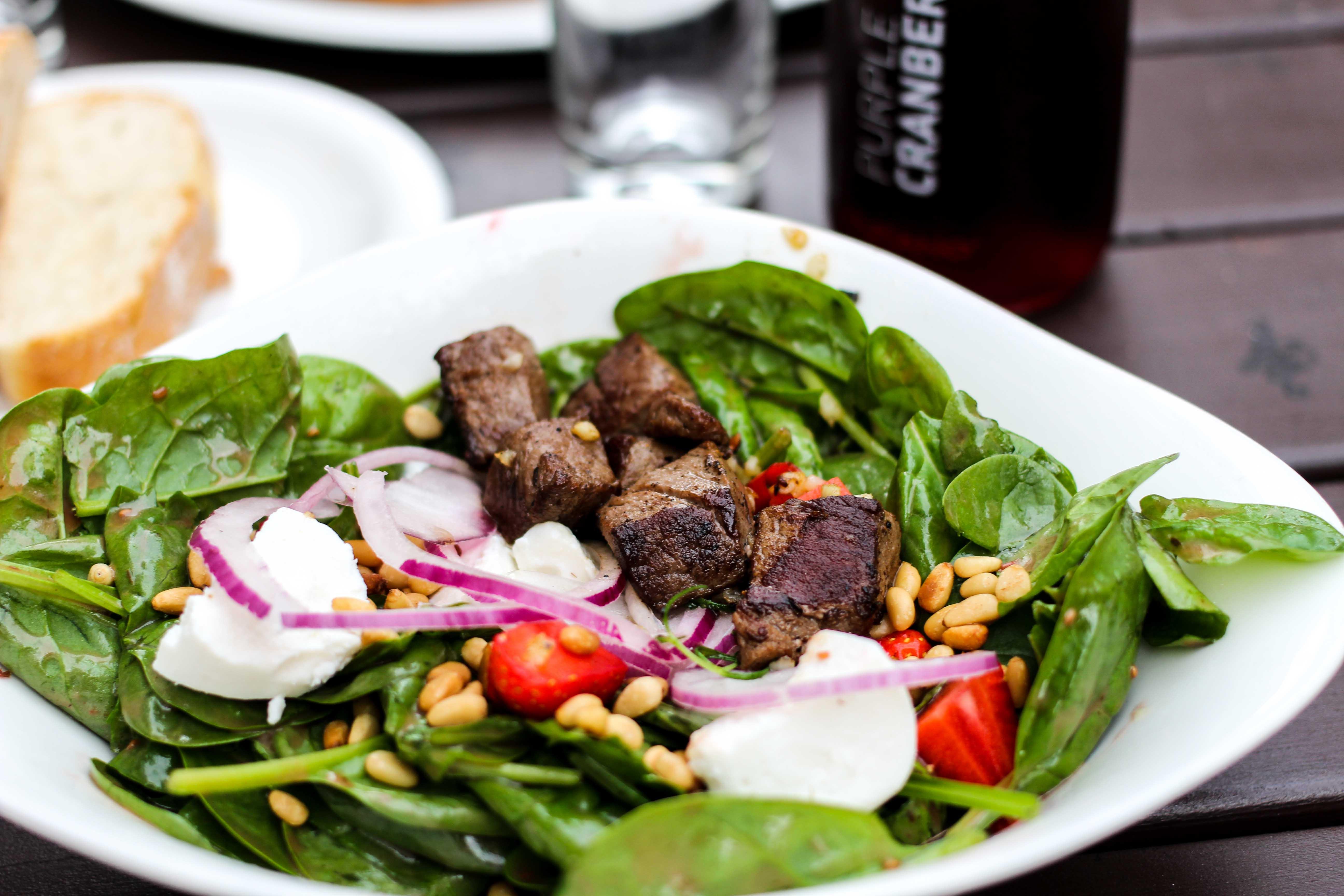 Vapiano Bonn Blogger Gesund frisch Essen gehen Bonn Salat Erdbeeren Spinat Rinderfilet 2