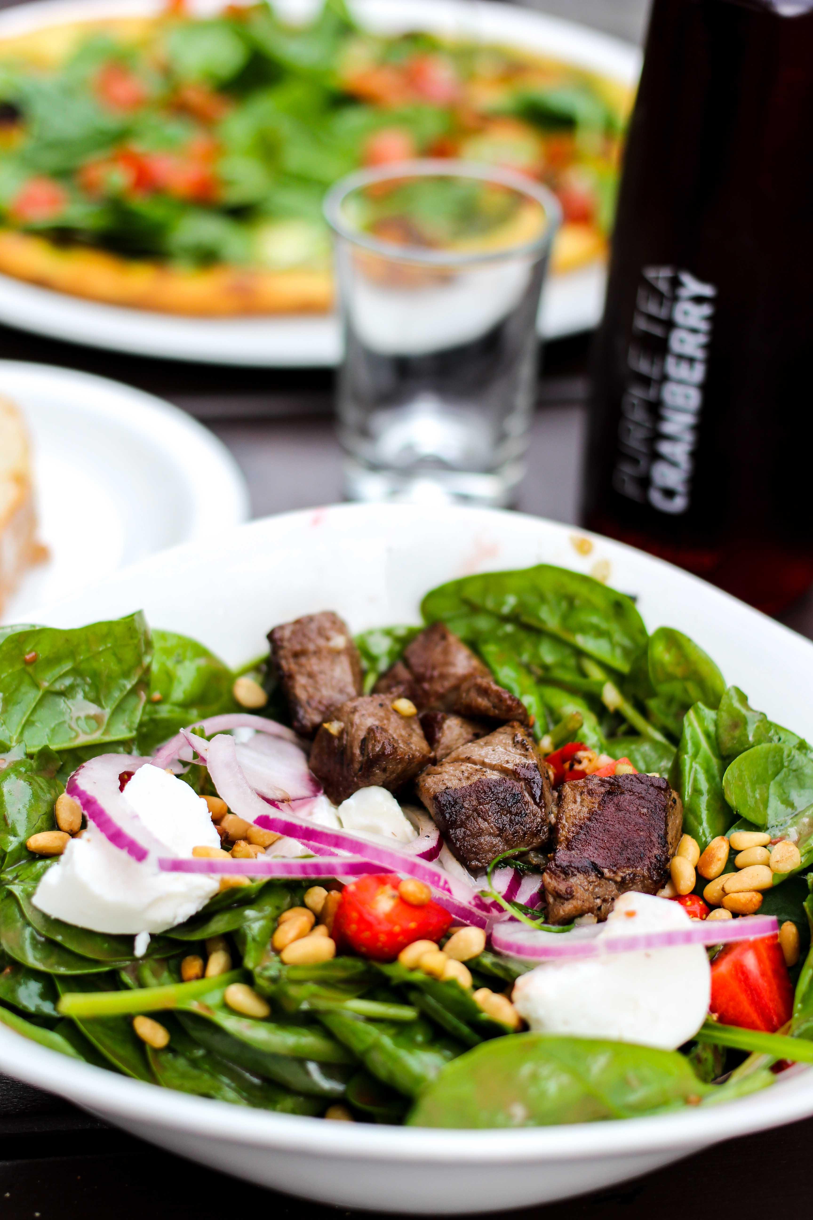 Vapiano Bonn Blogger Gesund frisch Essen gehen Bonn Salat Erdbeeren Spinat Rinderfilet