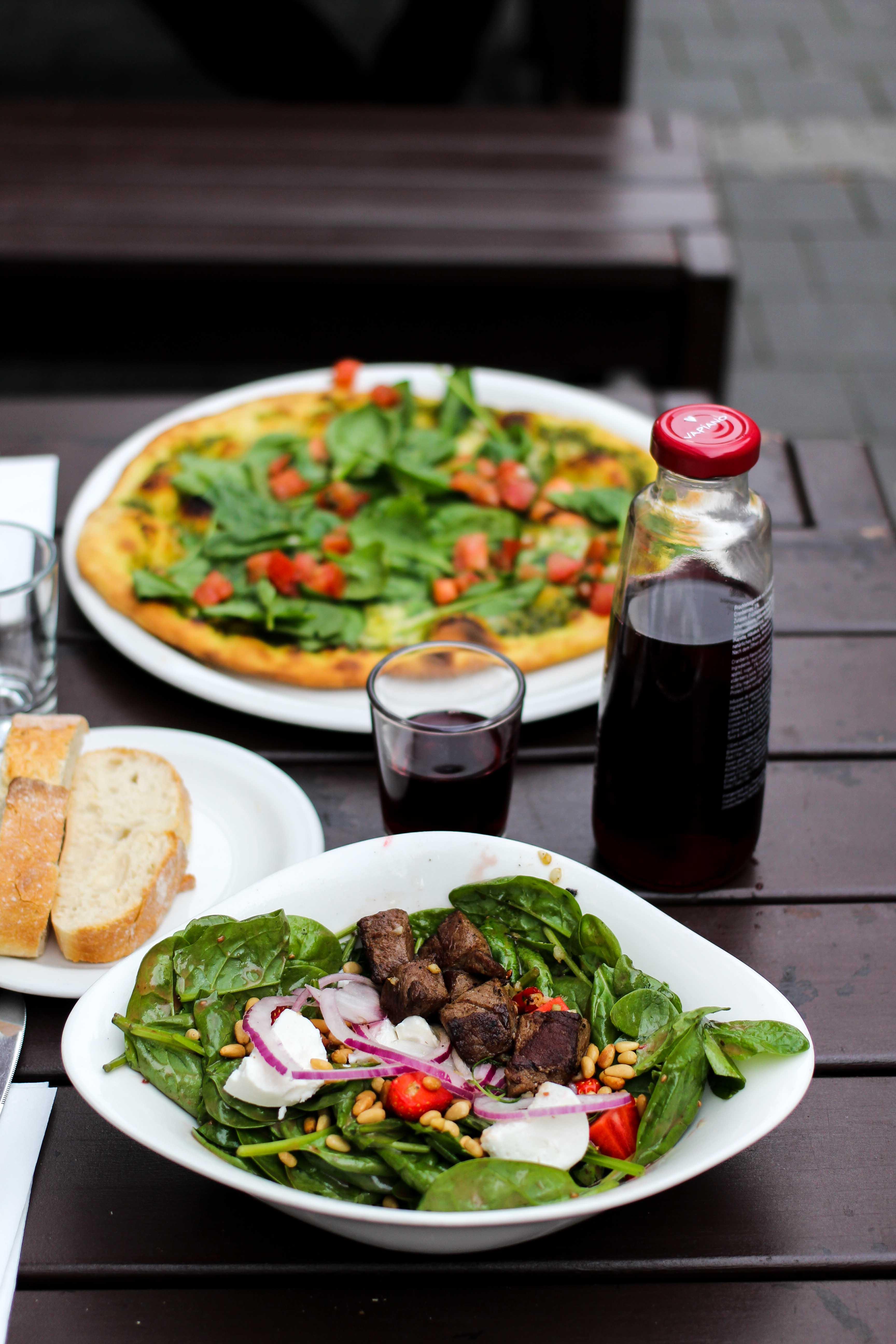 Vapiano Bonn Blogger Gesund frisch Essen gehen italienisch Bonn Salat Erdbeeren Spinat Rinderfilet