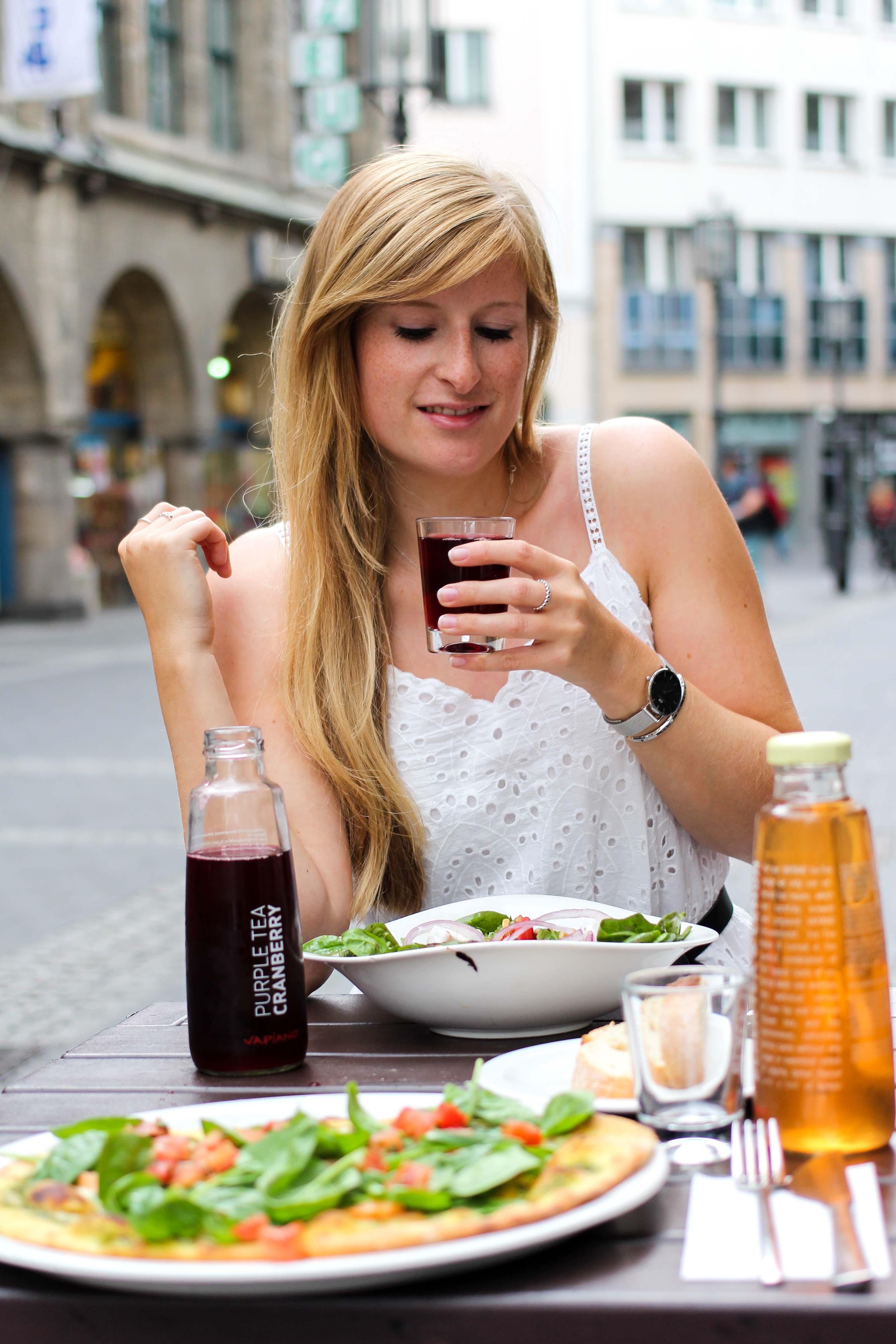 Vapiano Bonn Blogger Ice Tea Purple Tea Cranberry Neu Gesund frisch Essen gehen Bonn BrinisFashionbook
