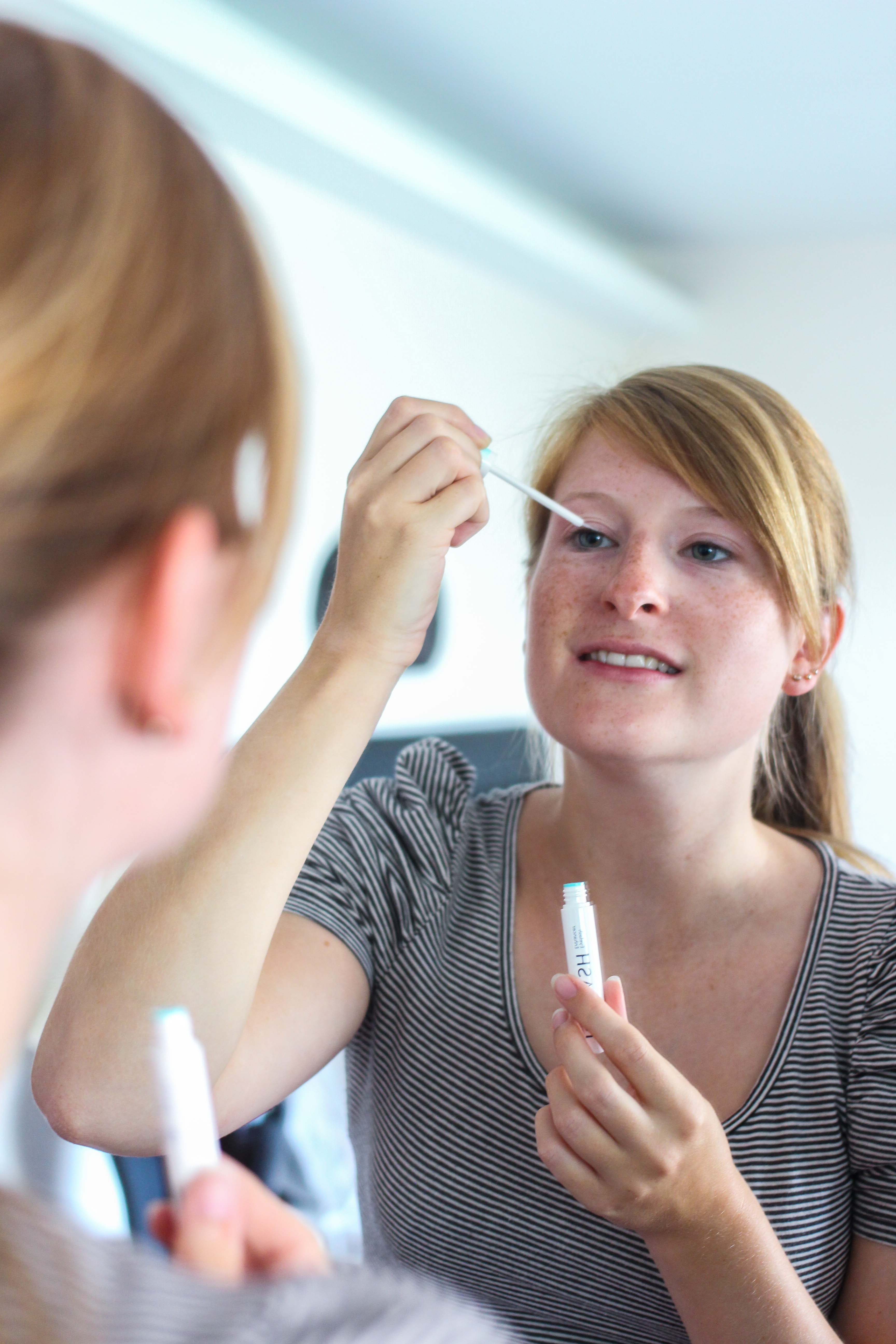 Augenpartie Lange Wimpern RELASH Wimpernserum Orphica Beauty Blog Test Anwendung 1
