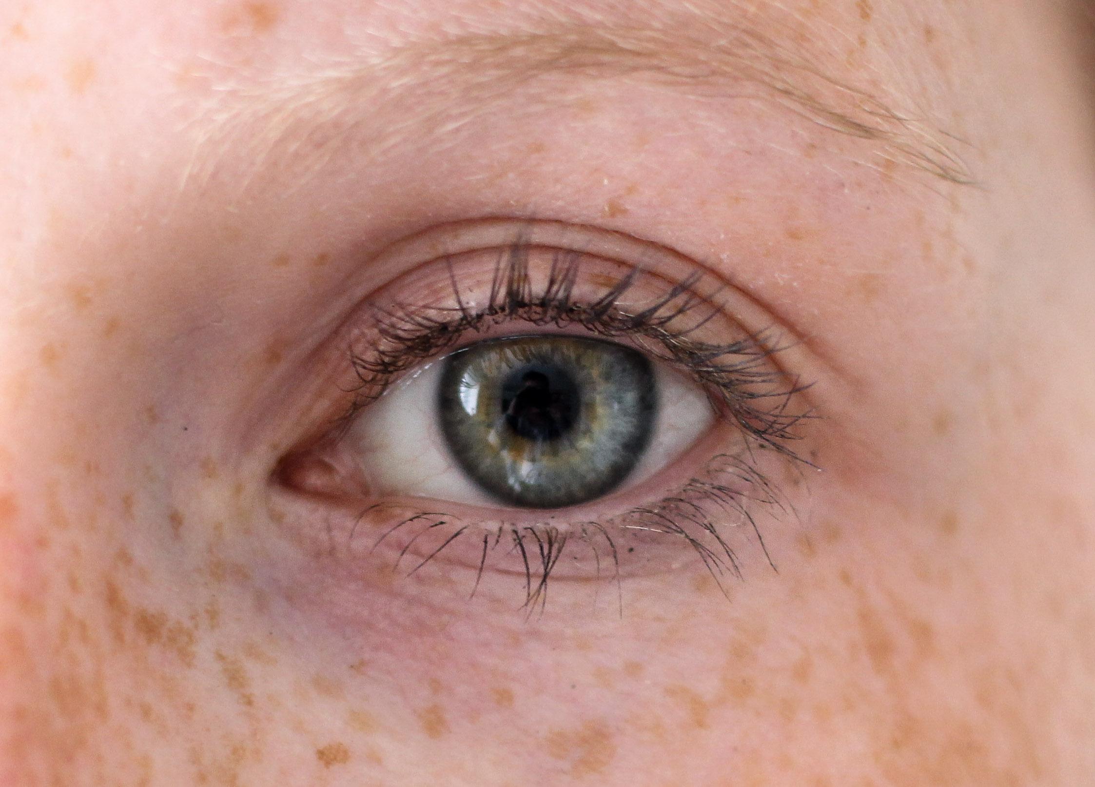 Augenpartie Lange Wimpern RELASH Wimpernserum Orphica Beauty Blog Test Anwendung Nachher 3