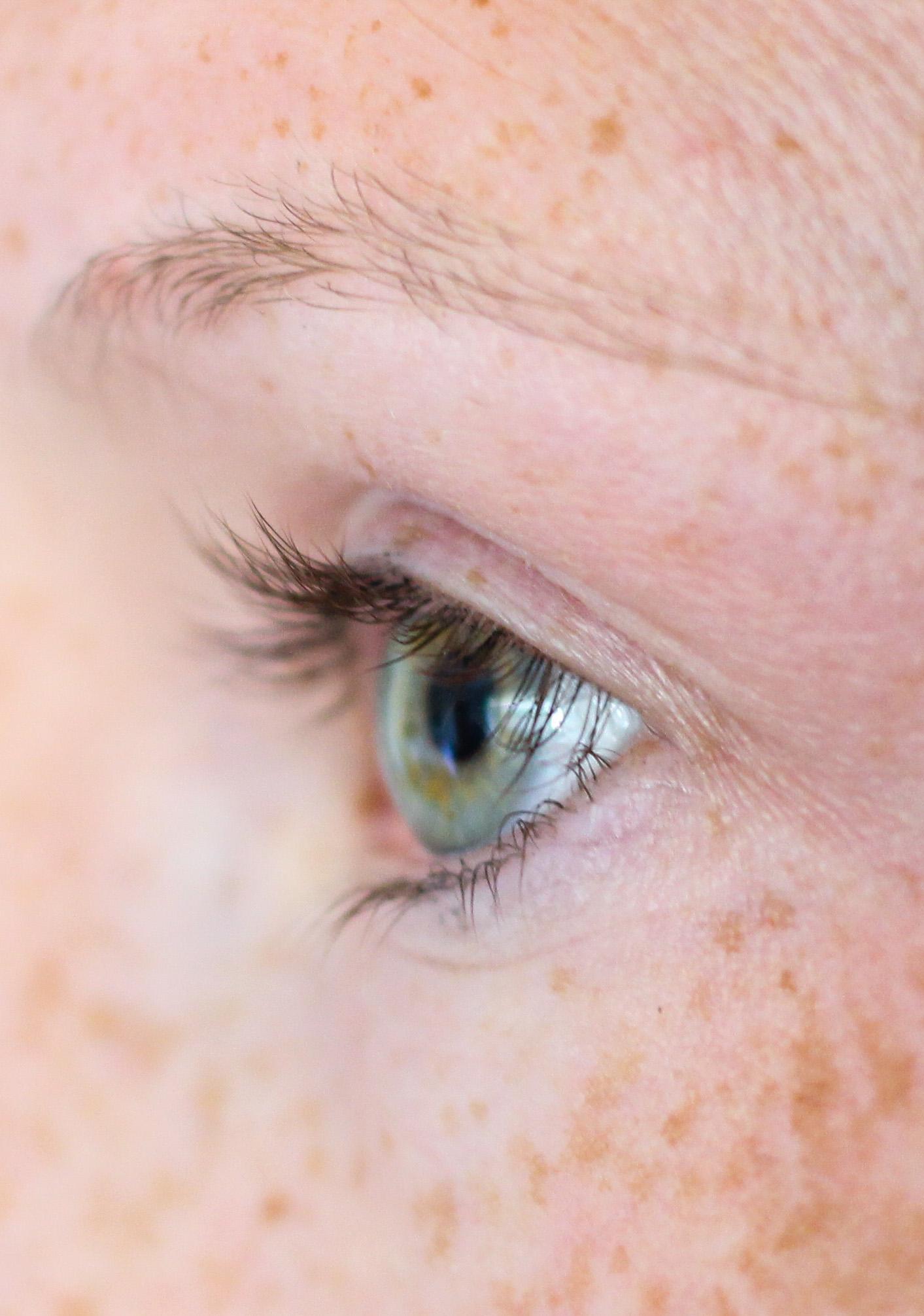 Augenpartie Lange Wimpern RELASH Wimpernserum Orphica Beauty Blog Test Anwendung Vorher 3