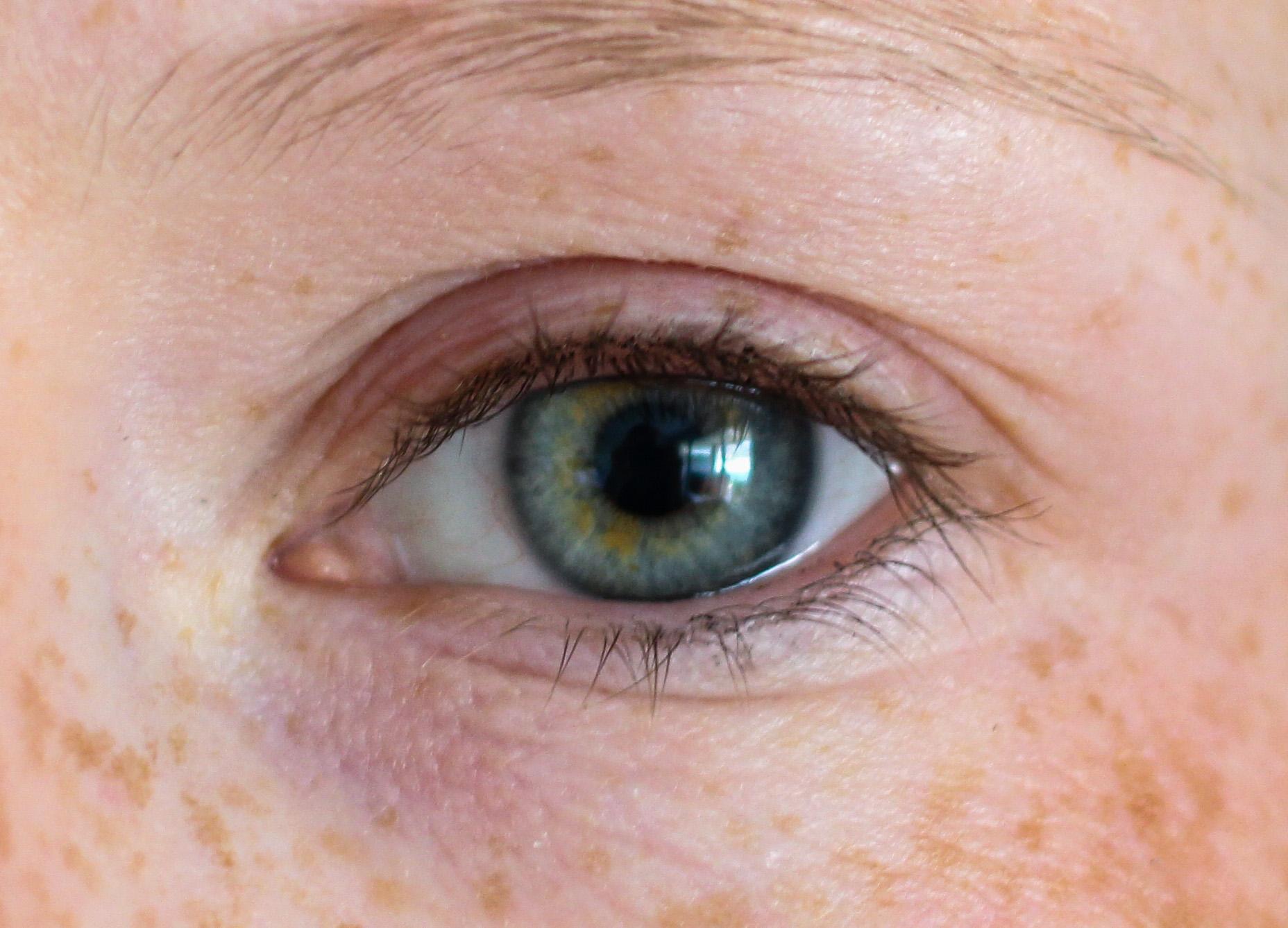 Augenpartie Lange Wimpern RELASH Wimpernserum Orphica Beauty Blog Test Anwendung Vorher