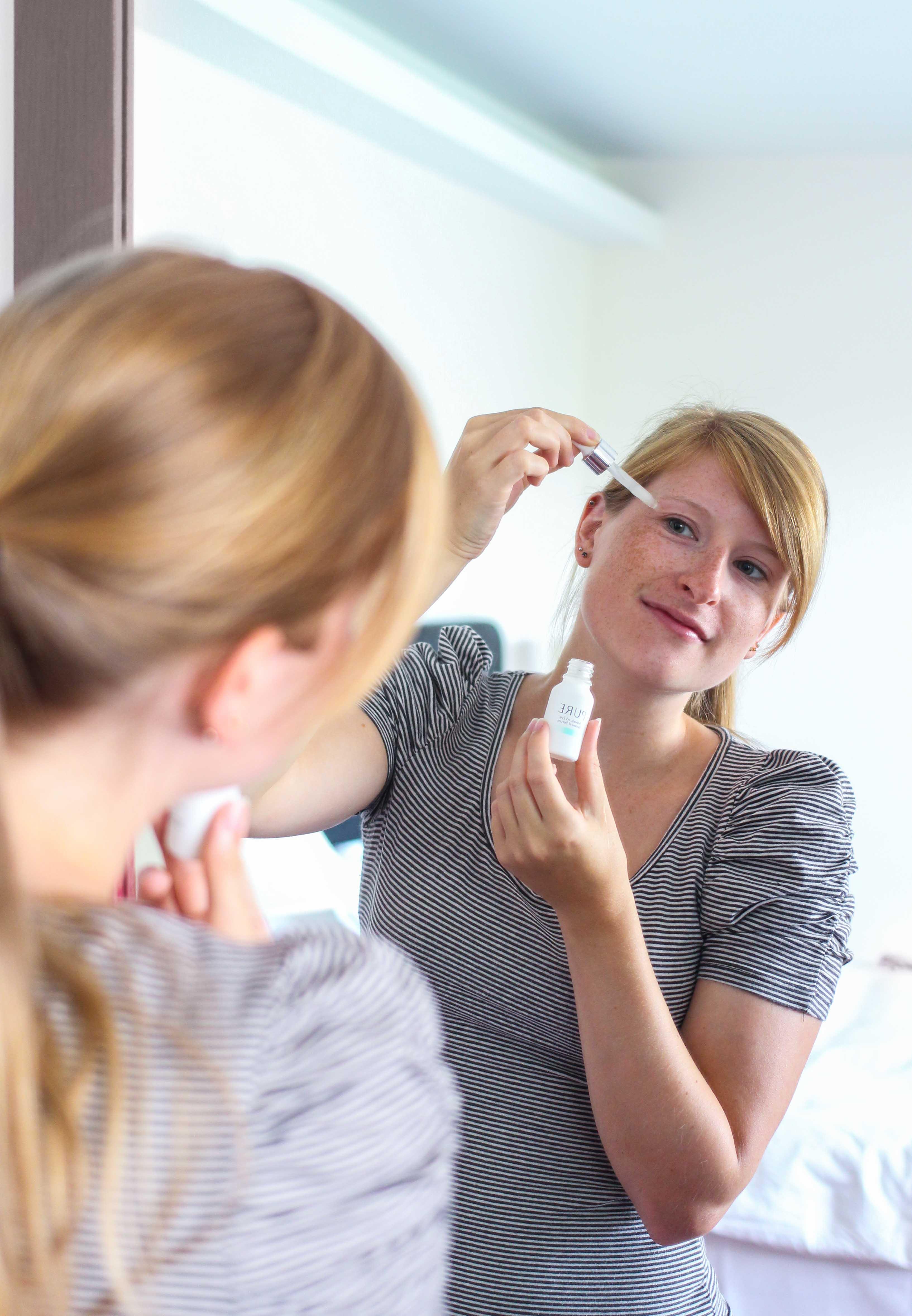 Beauty Augenpartie frische Haut PURE Serum gegen Falten Augenringe Orphica Beauty Blog Anwedung 2