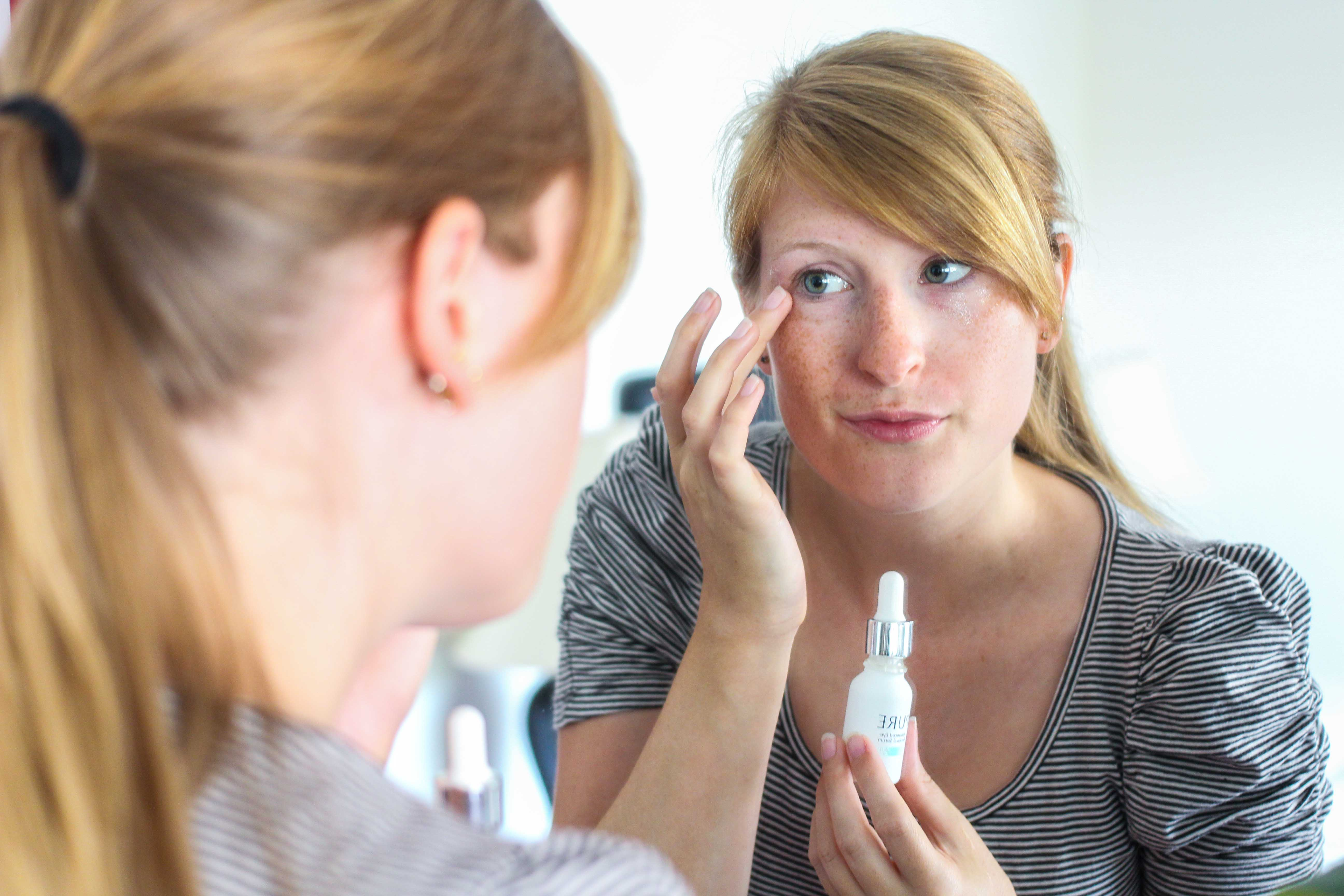 Beauty Augenpartie frische Haut PURE Serum gegen Falten Augenringe Orphica Beauty Blog Anwendung
