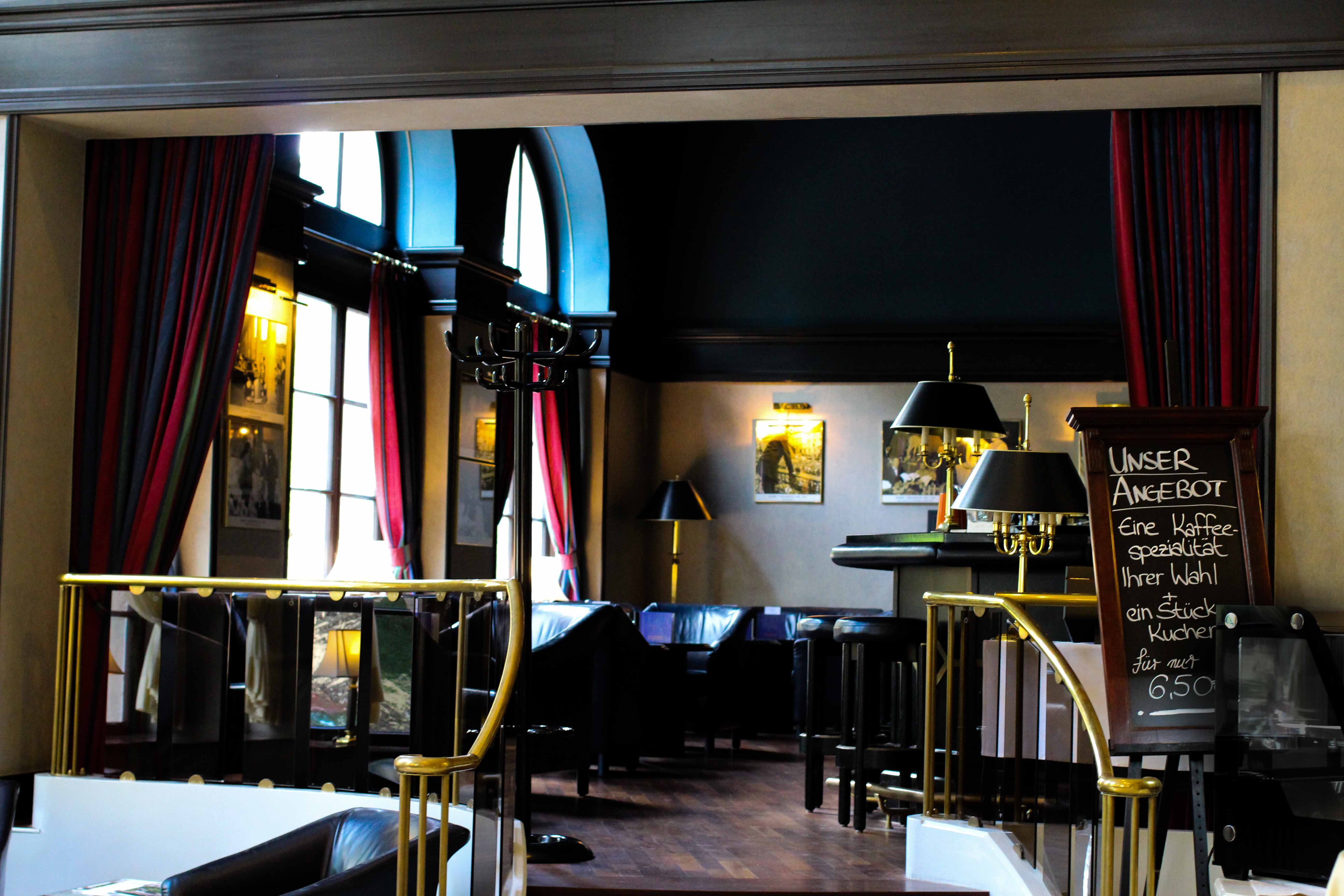 Schlosshotel Karlsruhe Bar Lounge Luxushotel Hotel Review Reiseblog Brinisfashionbook