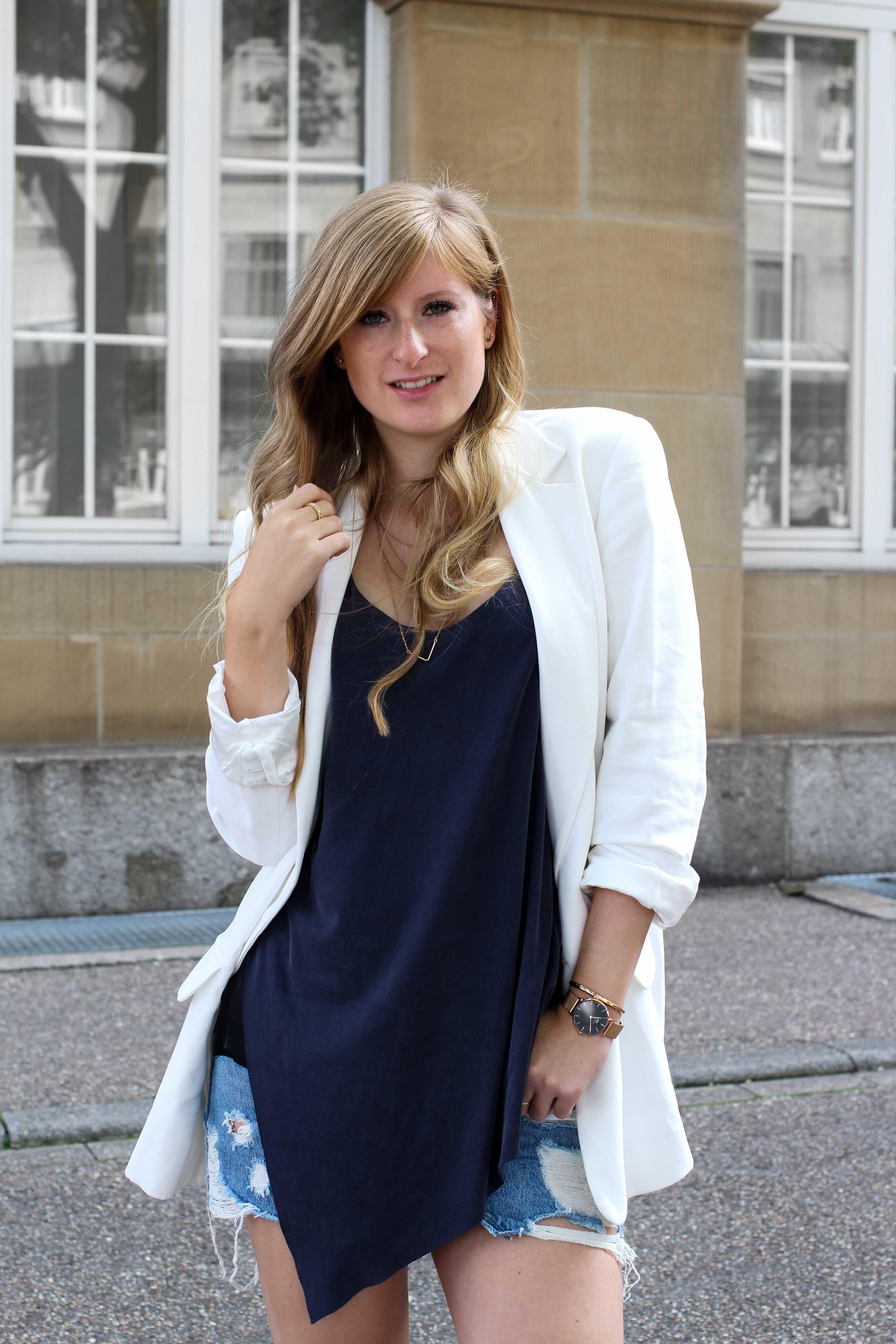 Spätsommeroutfit Zara Jeansrock kombinieren weißer Longblazer Zara Modeblog Streetstyle Outfit Karlsruhe