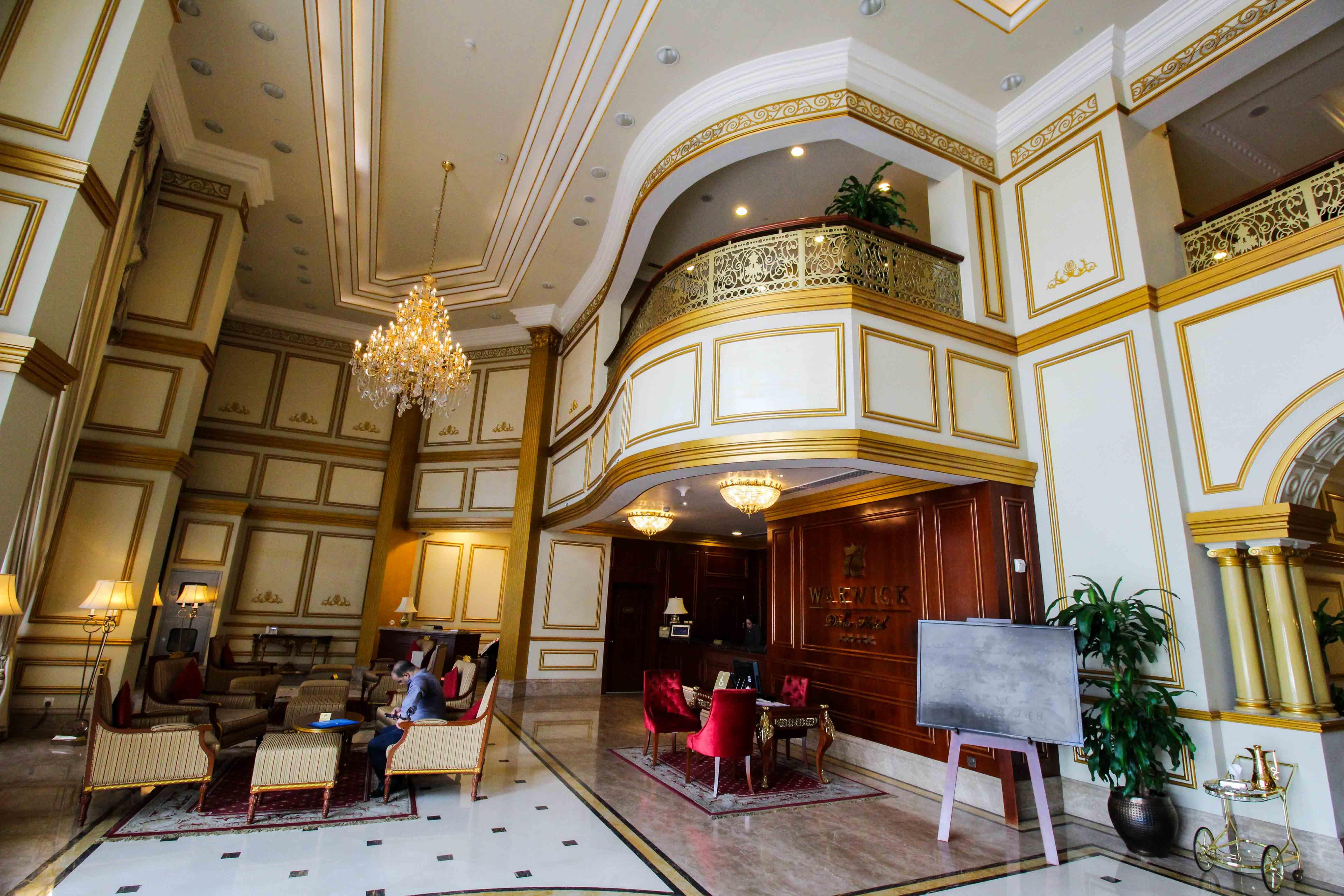 Warwick Hotel Doha Eingangshalle Gold Luxushotel 5 Sterne Hotel Qatar Reiseblog 3