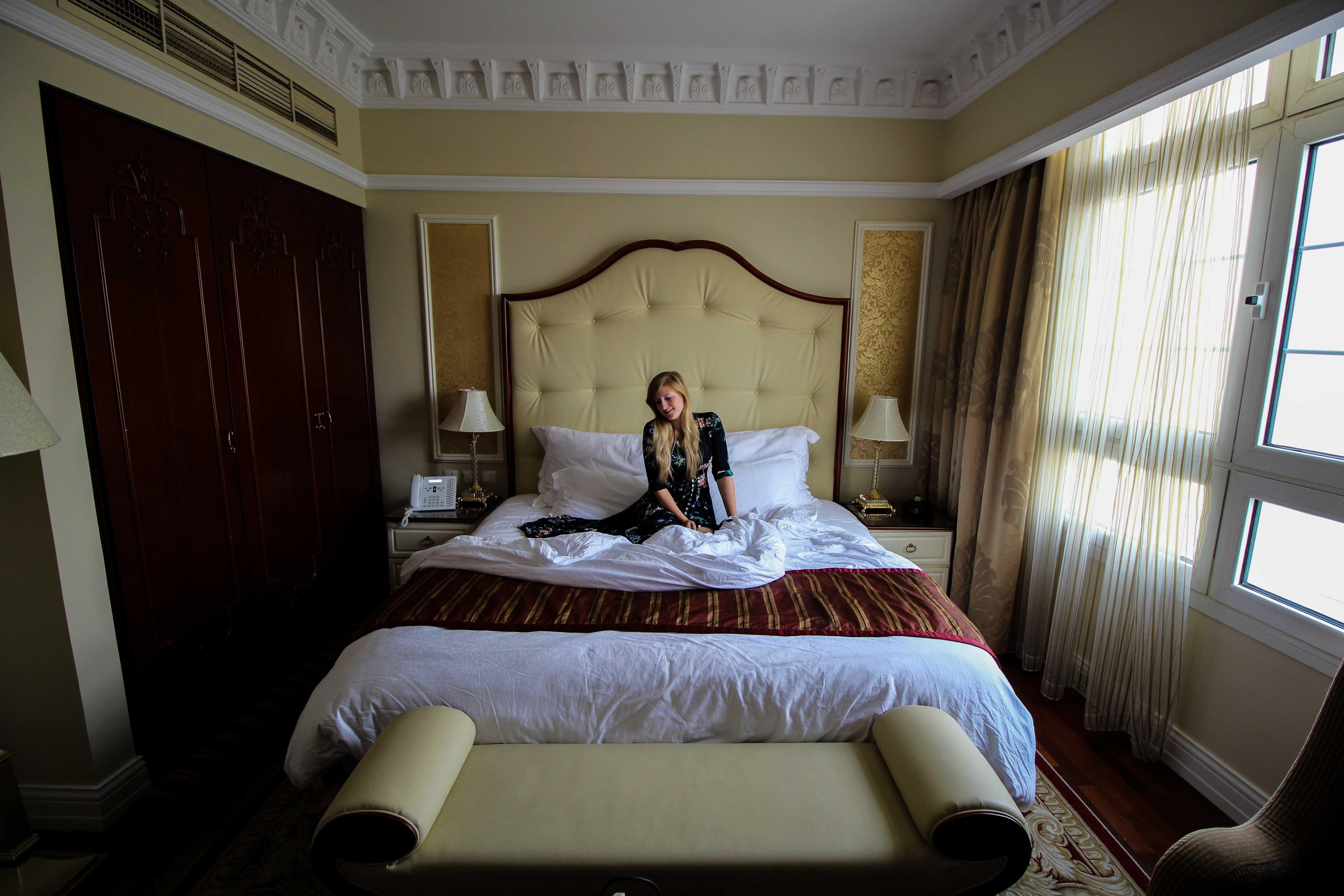 Warwick Hotel Doha Executive Room Kingsize bett Luxushotel 5 Sterne Hotel Qatar Reiseblog Katar