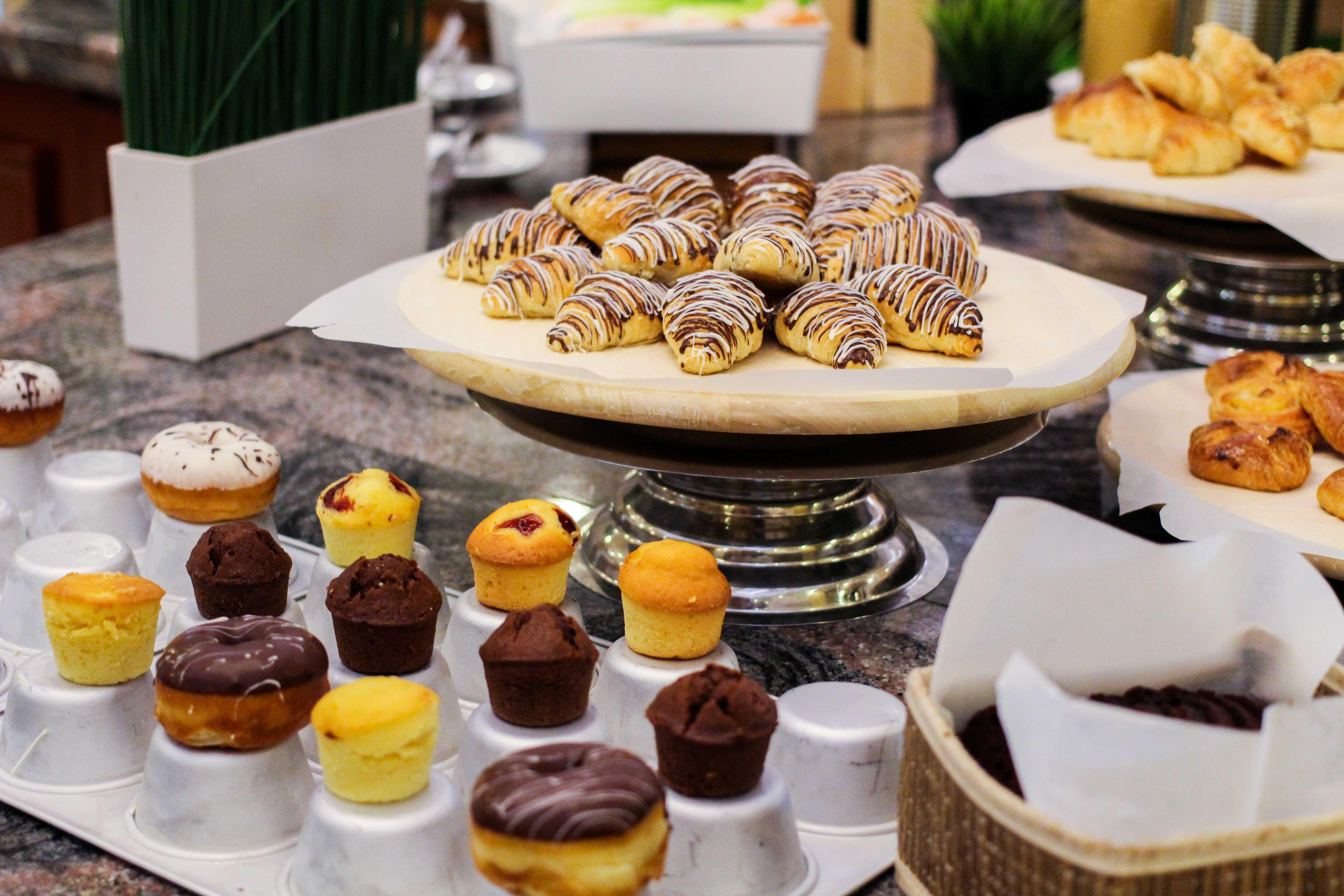 Warwick Hotel Doha Restaurant Frühstück Luxushotel 5 Sterne Hotel Katar Reiseblog
