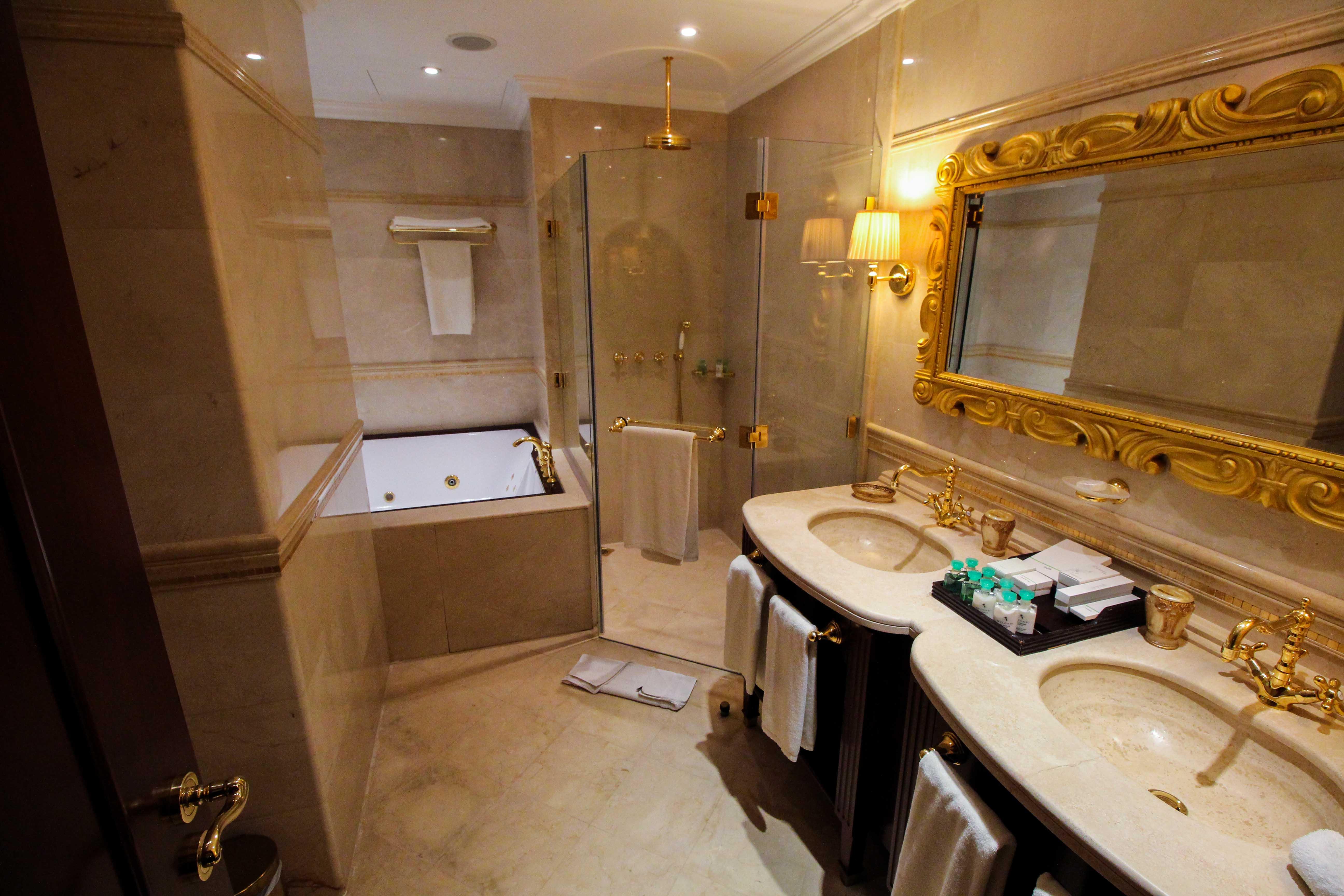 Warwick Hotel Doha Royal Suite Badezimmer Luxushotel 5 Sterne Hotel Qatar Reiseblog